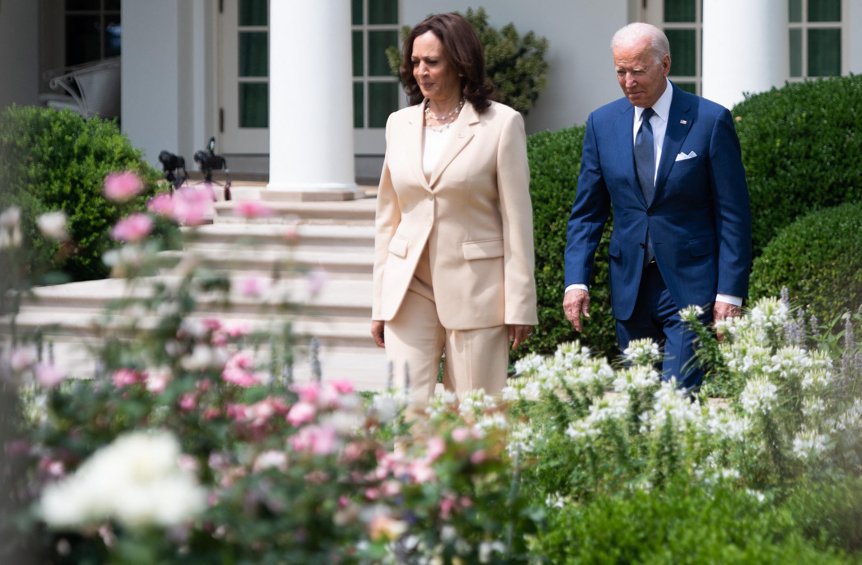 Biden and Harris hit the phones to bolster support on voting bill as Democrats face another GOP roadblock