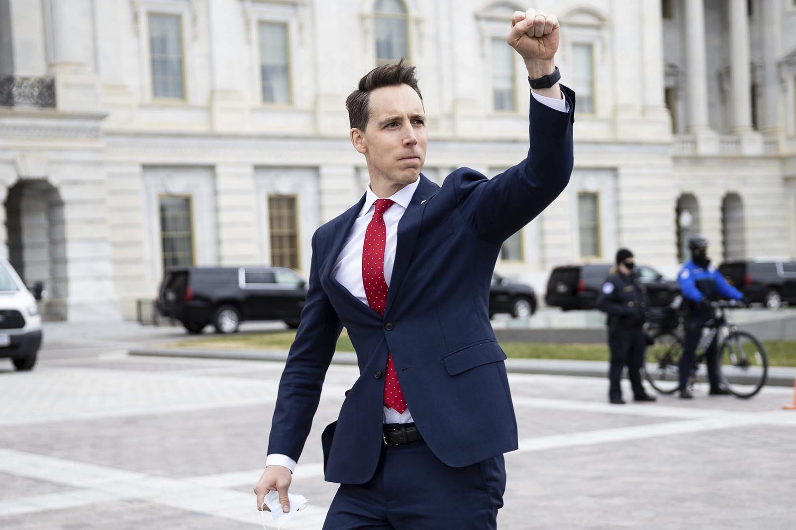 Sen. Josh Hawley finds new publisher after Simon & Schuster dropped book