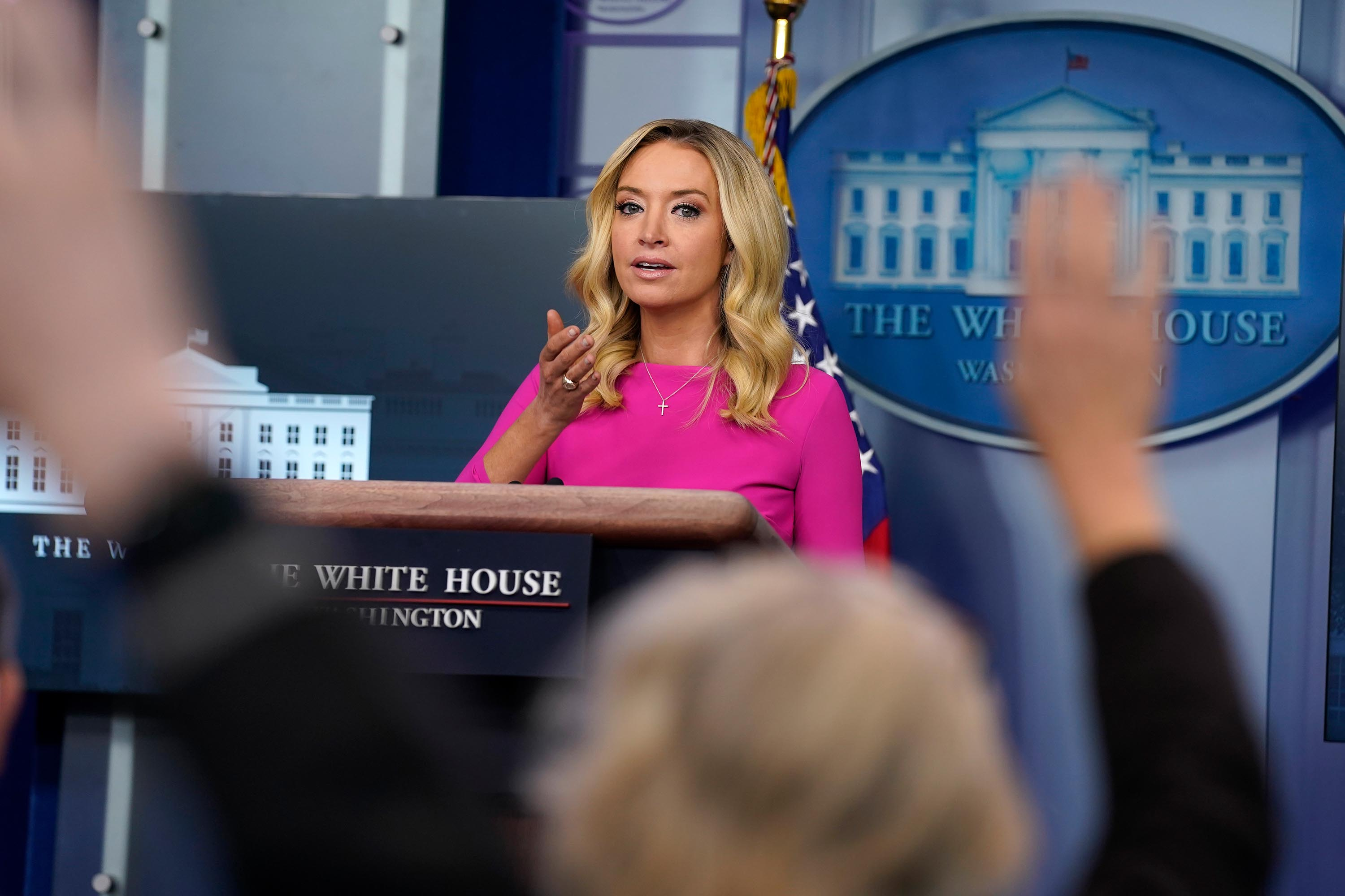 White House press secretary's husband attends briefing without a mask