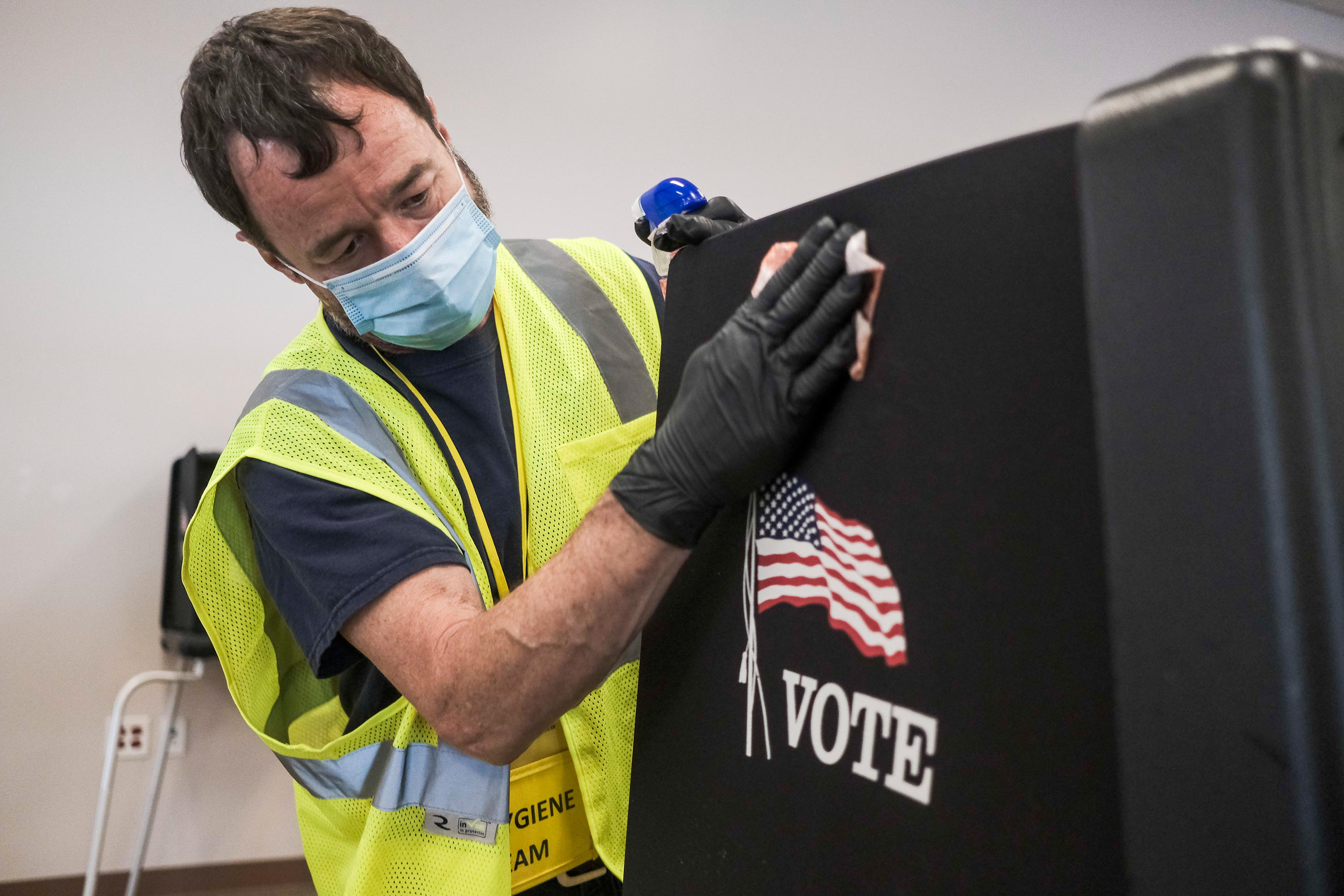 Ohio poll workers won't turn away voters who don't wear a mask
