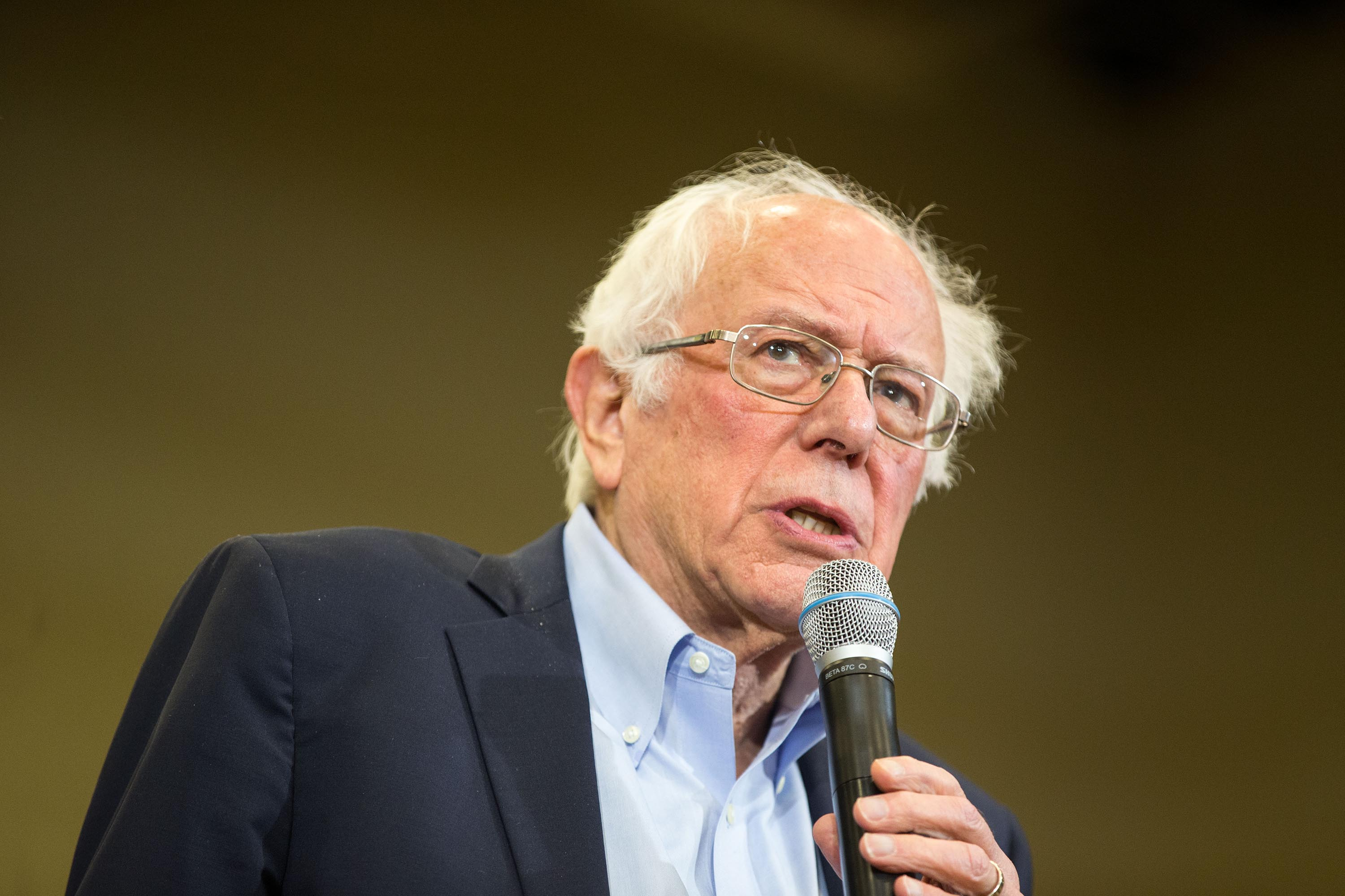 Poll: Bernie Sanders rises and leads in New Hampshire