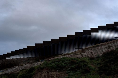 Image for Pentagon approves an additional 20 miles of border wall