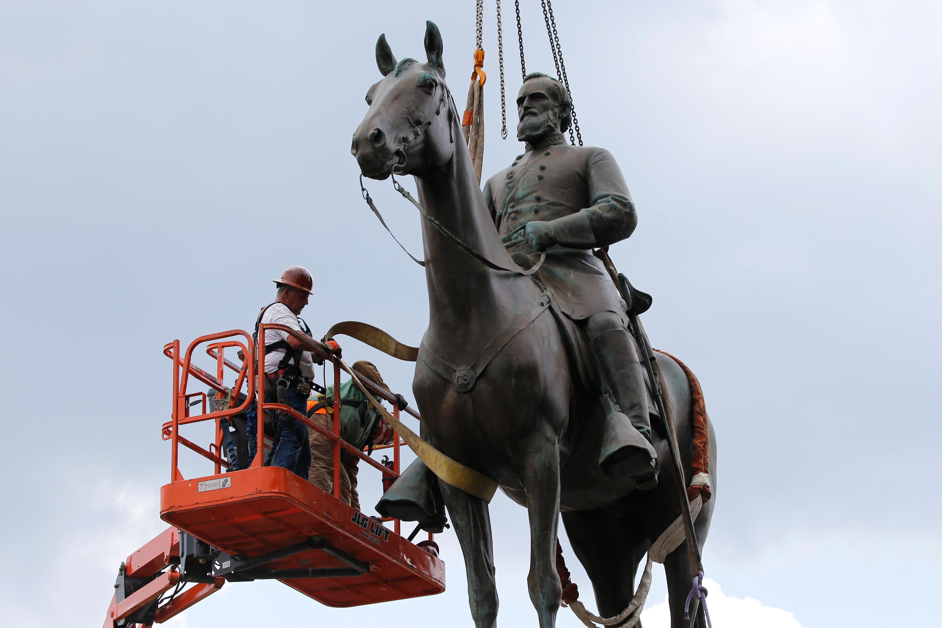 Richmond mayor invokes emergency powers to remove Confederate statues from city
