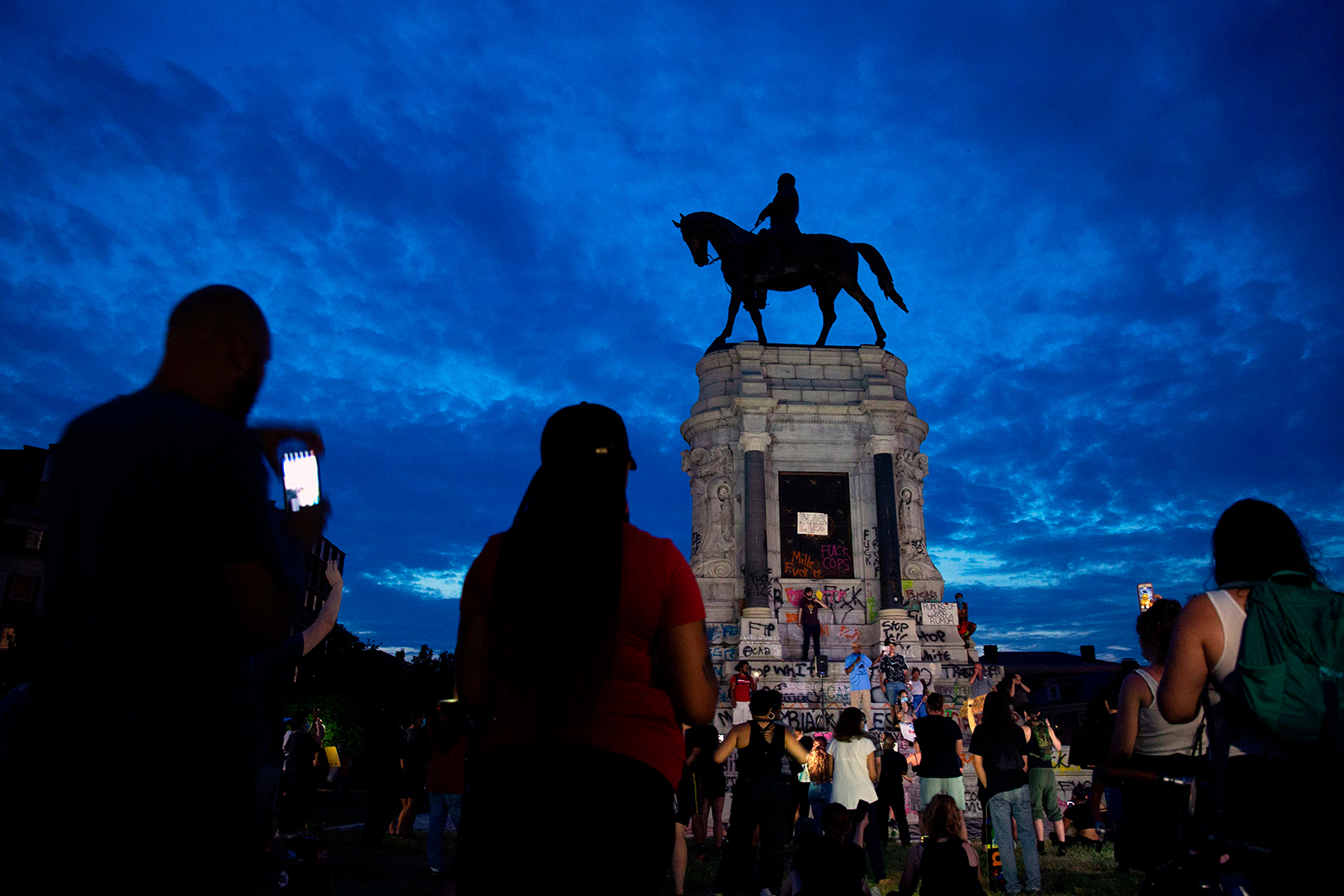 Judge temporarily blocks Virginia attempt to remove Robert E. Lee statue in Richmond