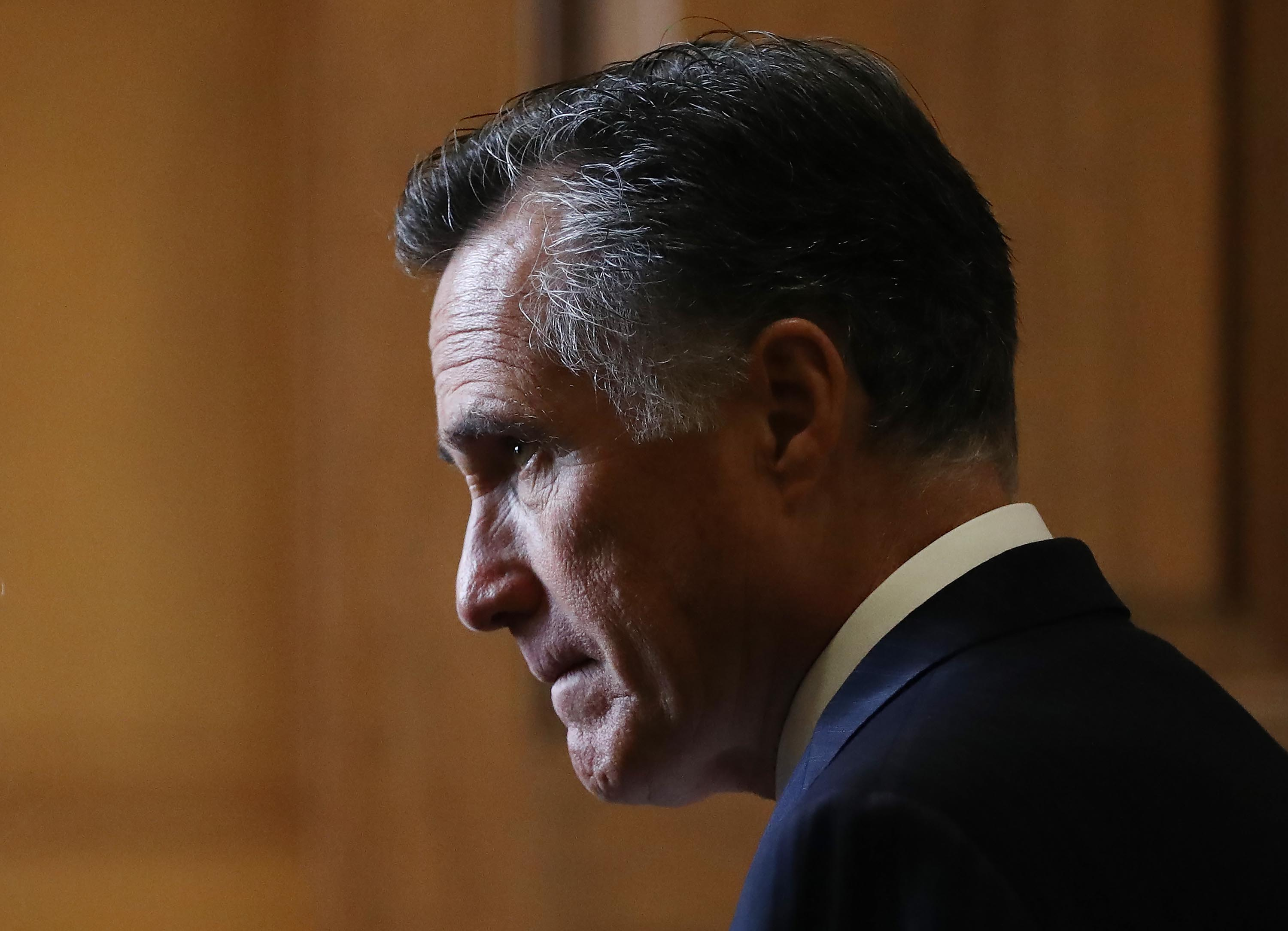 Mitt Romney backing of Supreme Court vote paves way for election-year confirmation