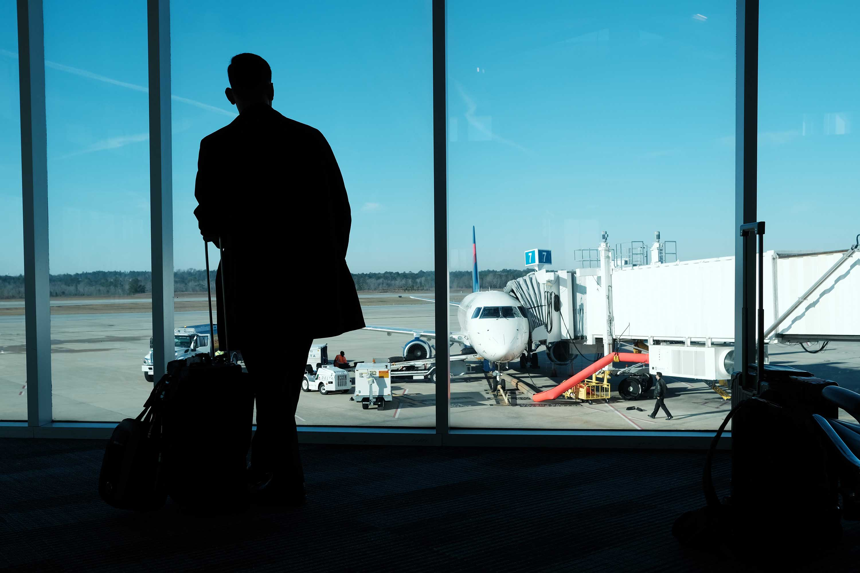 US warns citizens abroad to return or they risk getting stuck