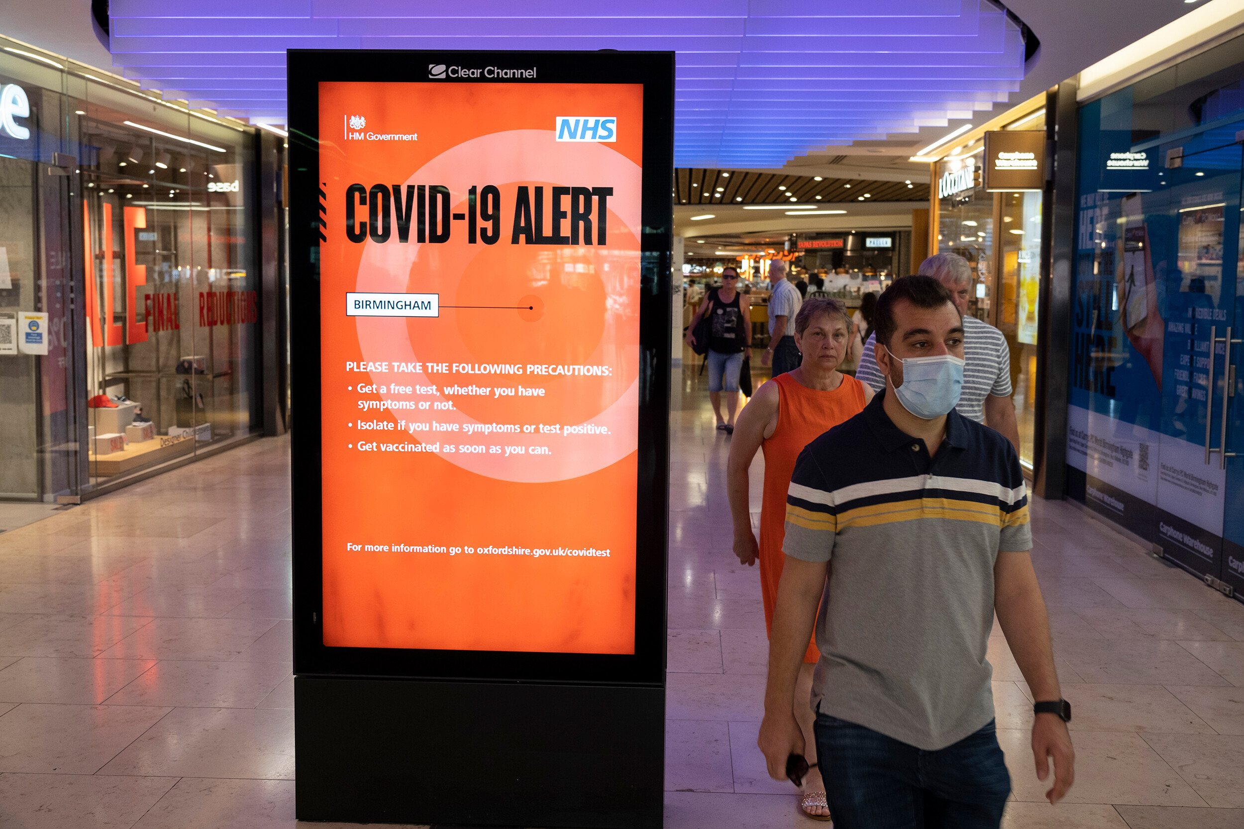 State Department raises travel advisory for the UK to its highest level as Covid-19 cases rise