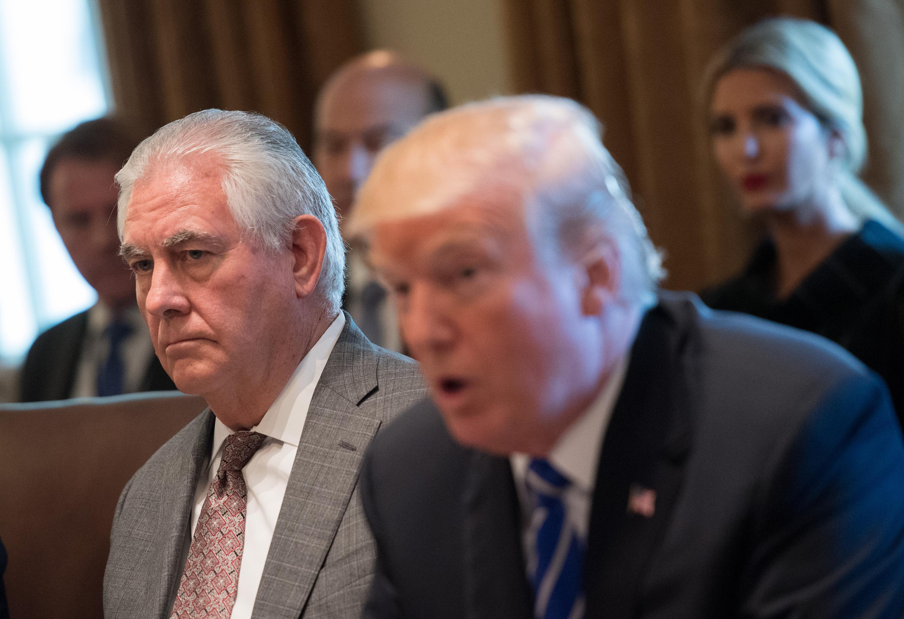 Tillerson slams Trump as Pompeo sings his praises