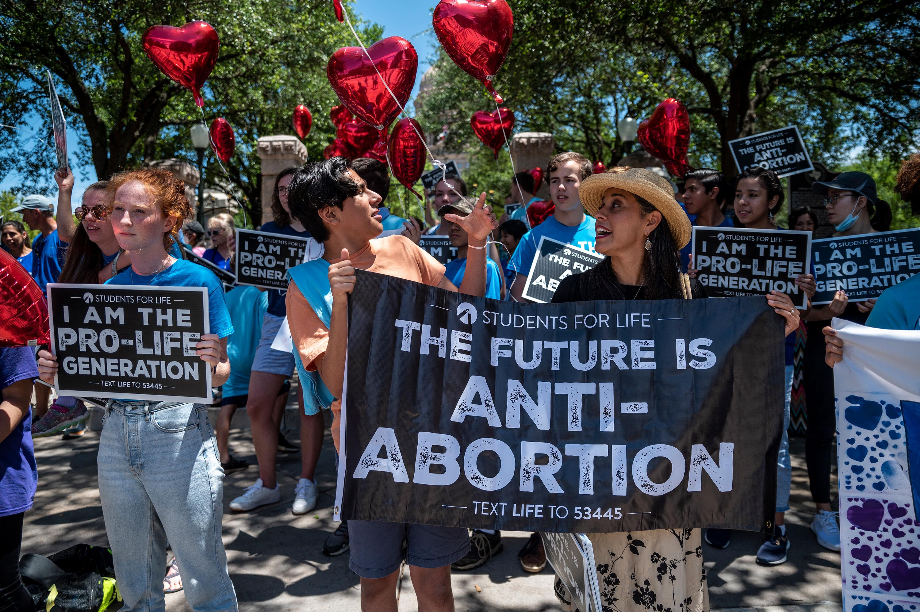 Texas' 6-week abortion ban lets private citizens sue in an unprecedented legal approach