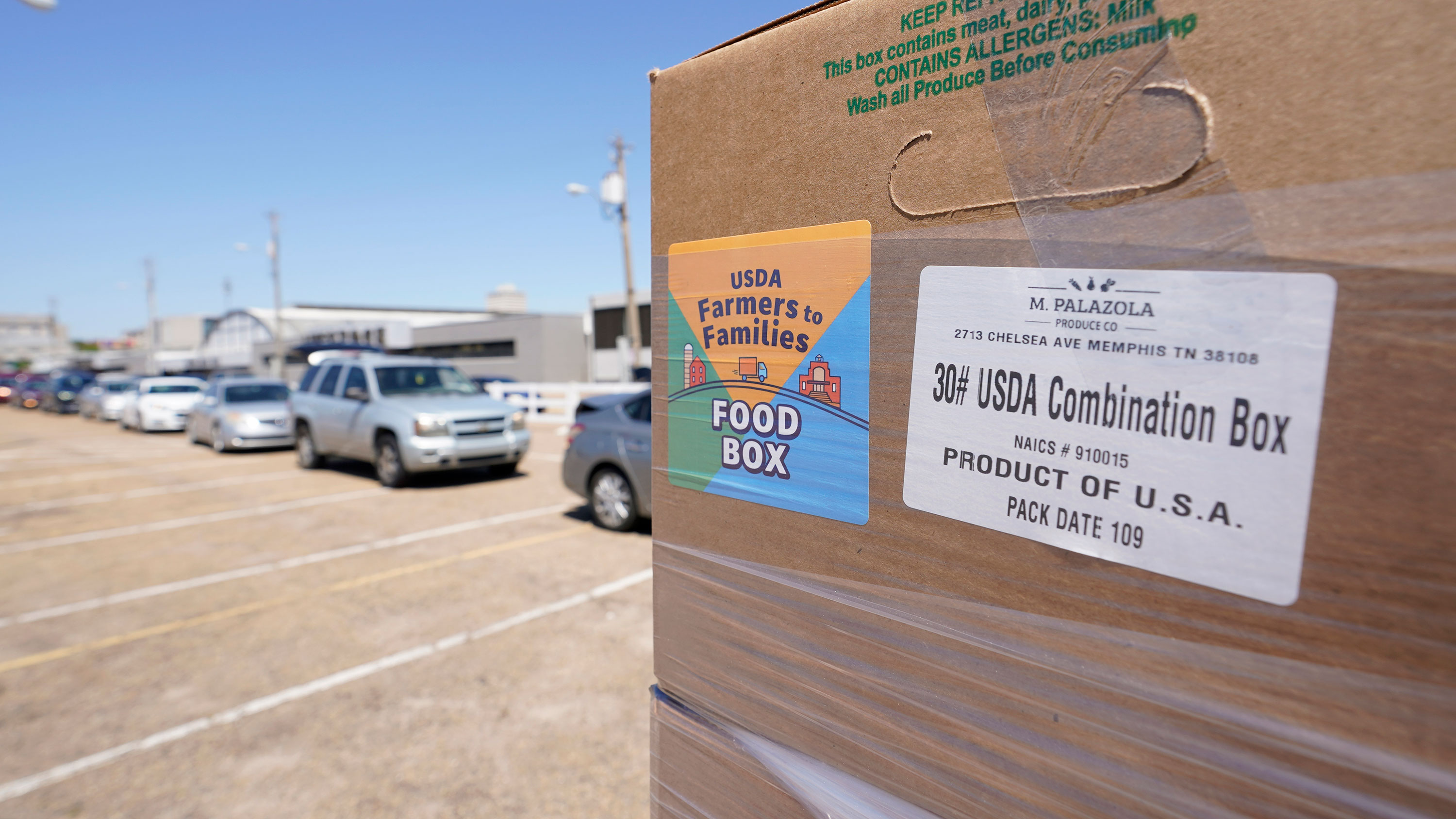 Biden administration winds down Trump's pandemic food box program