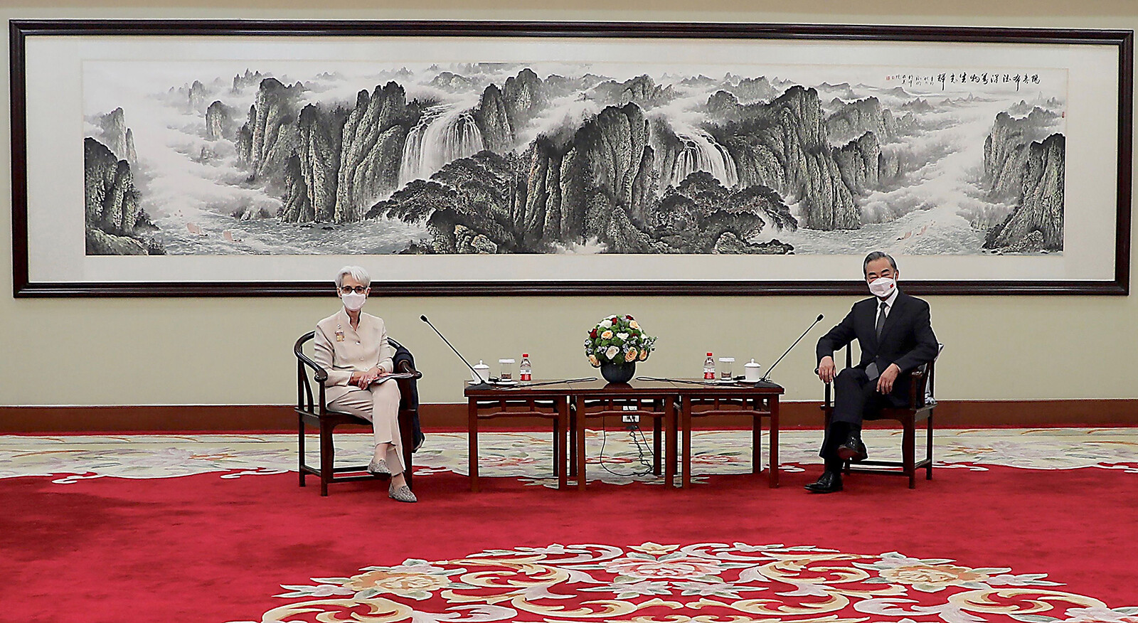 US and China trade barbs after another high-level meeting but say they want to keep talking