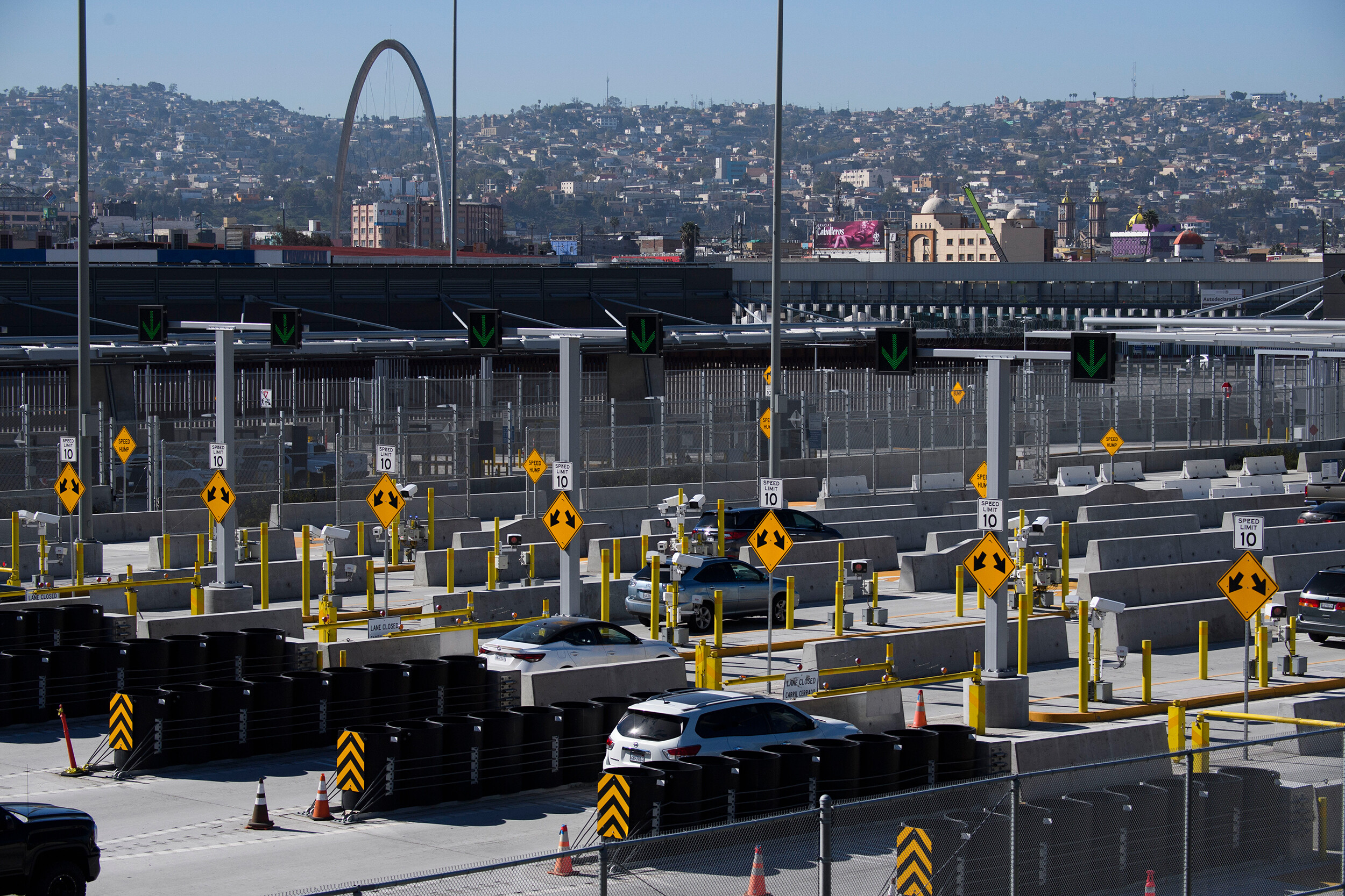Pressure mounts on Biden administration to lift restrictions on US borders