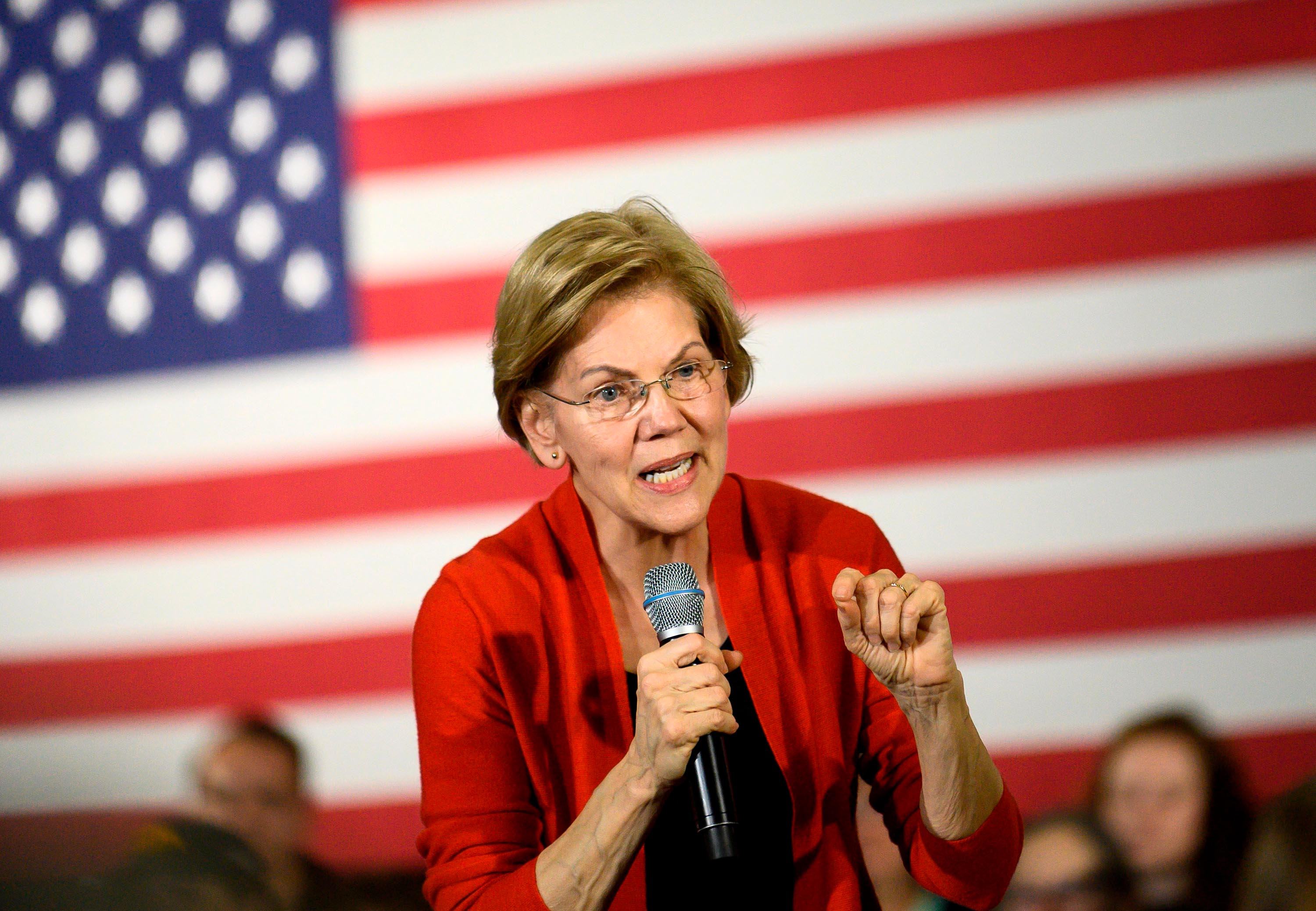 Elizabeth Warren goes all in on electability in the final sprint to Iowa