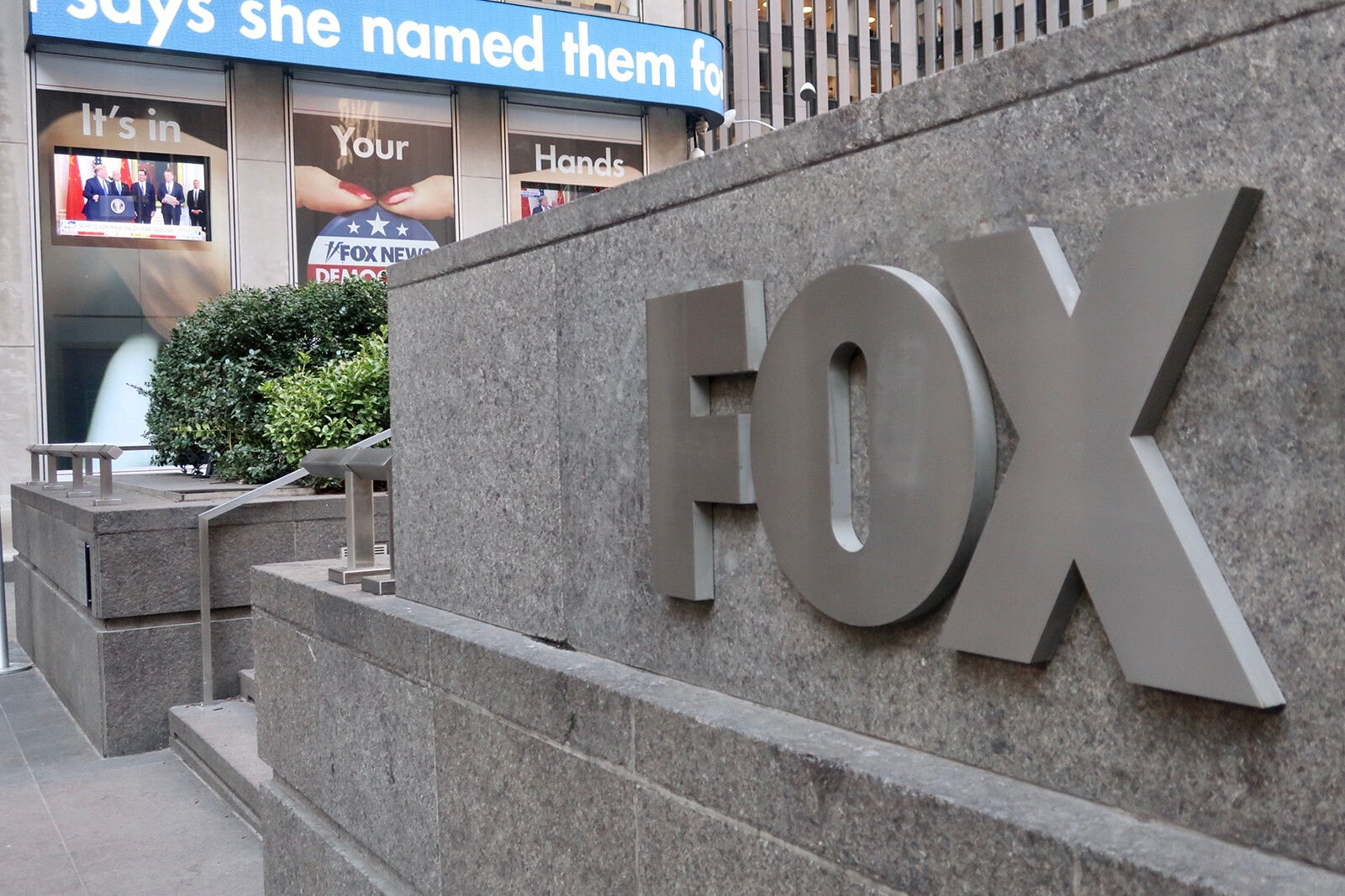 White House has held discussions with Fox News over its Covid-19 coverage