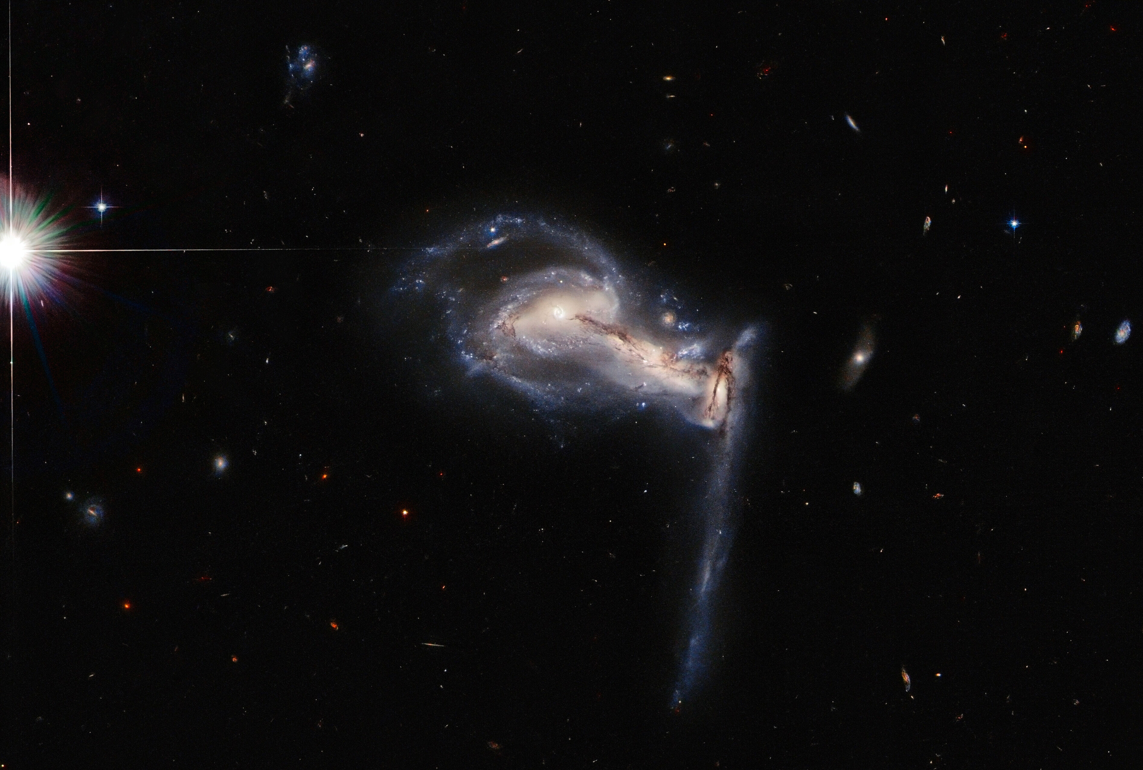Hubble captures stunning image of squabbling galaxies