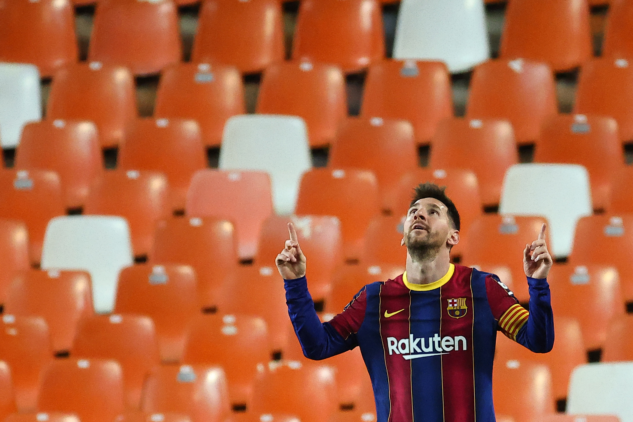 Lionel Messi double against Valencia keeps Barcelona's title hopes alive