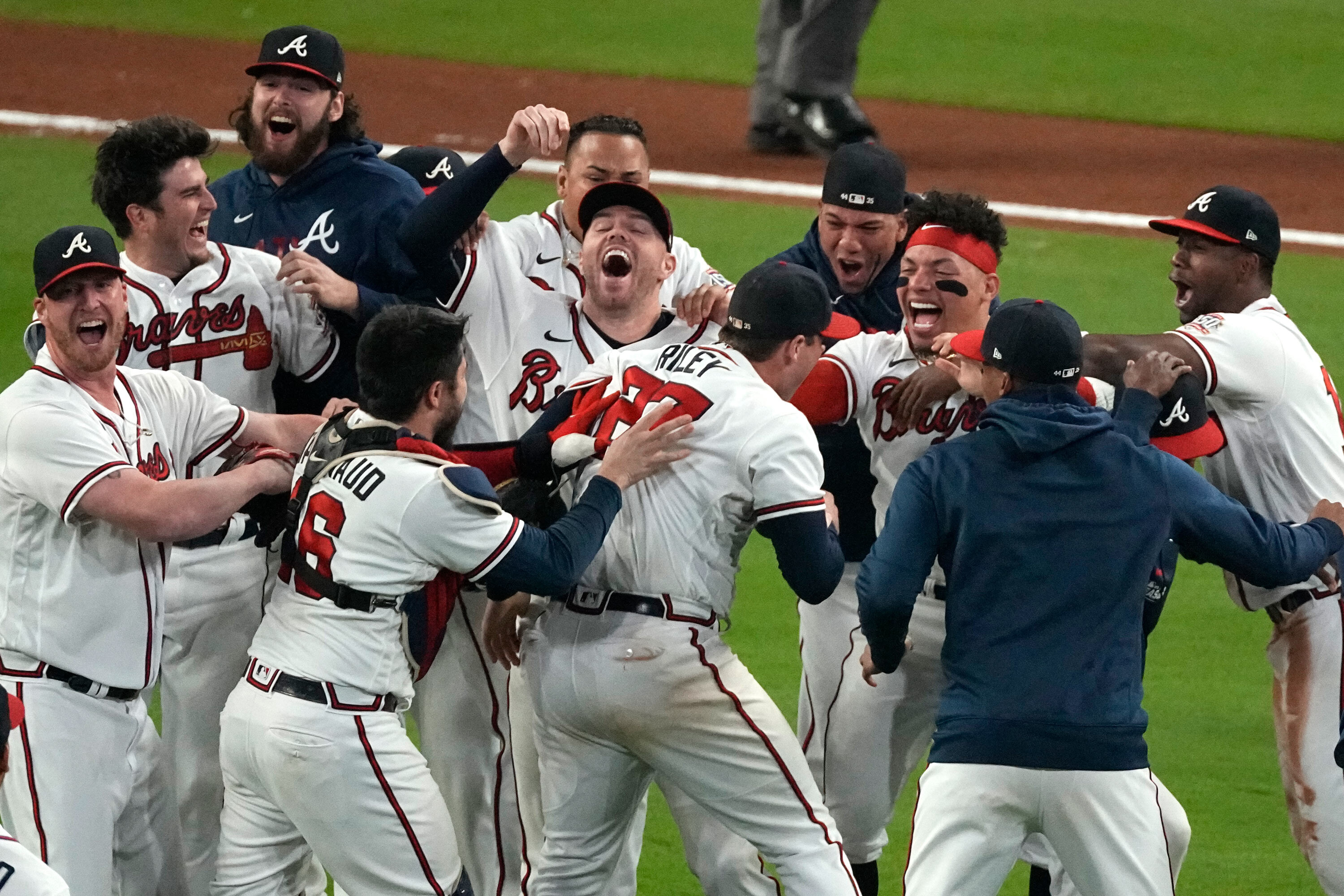 Atlanta Braves advance to the World Series for the first time in 22 years, will face Houston Astros