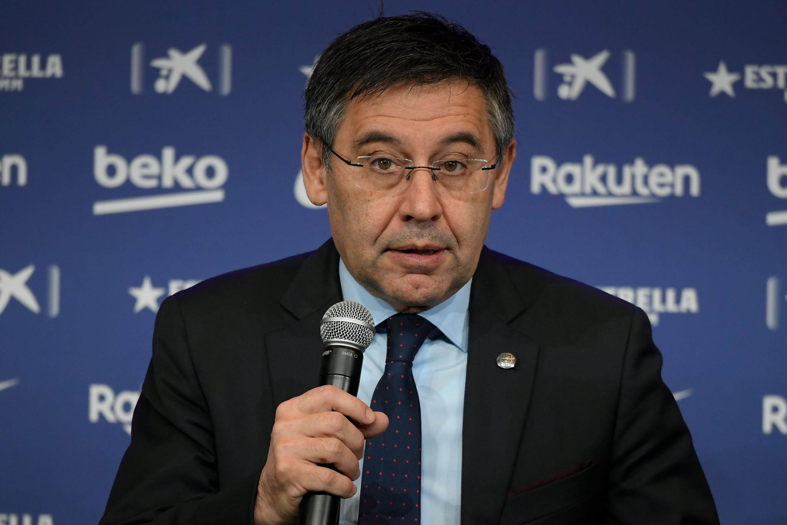 Barcelona in turmoil as president Josep Maria Bartomeu resigns along with entire board of directors