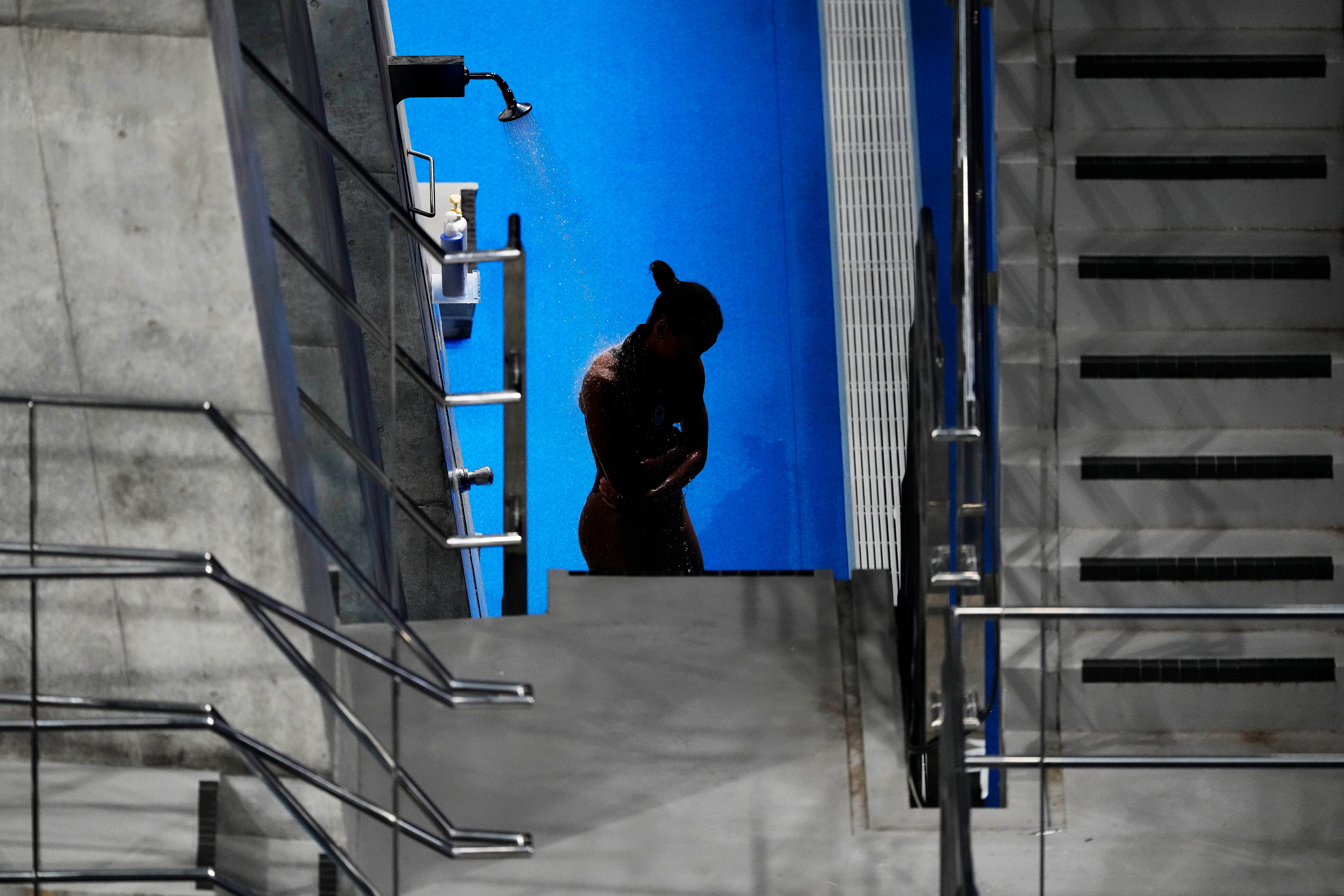 Why Olympic divers take showers — and use those tiny towels — between dives