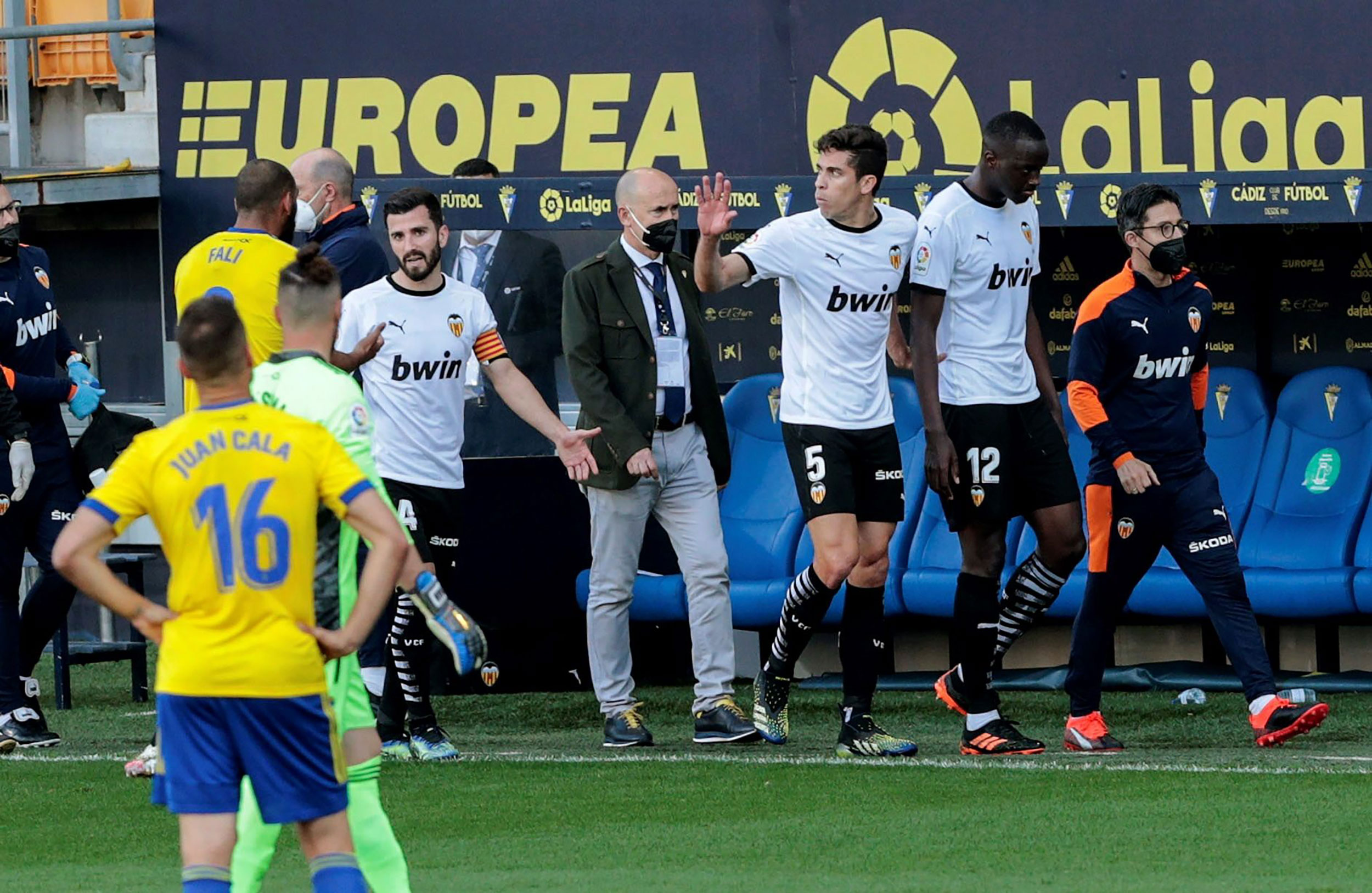 La Liga match between Valencia and Cádiz suspended following incident of alleged racist abuse