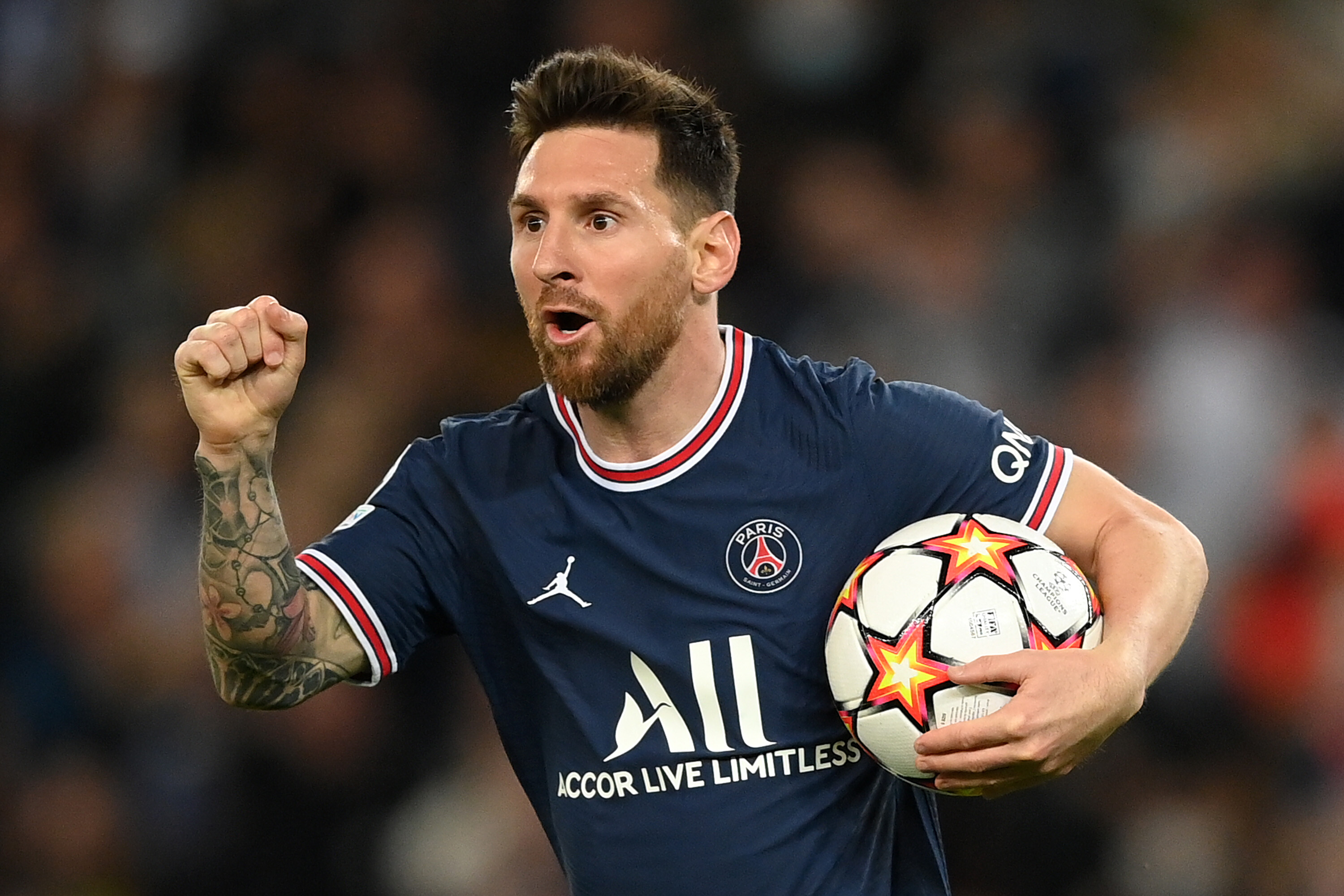Lionel Messi gives up chance to score first hat-trick for Paris Saint-Germain
