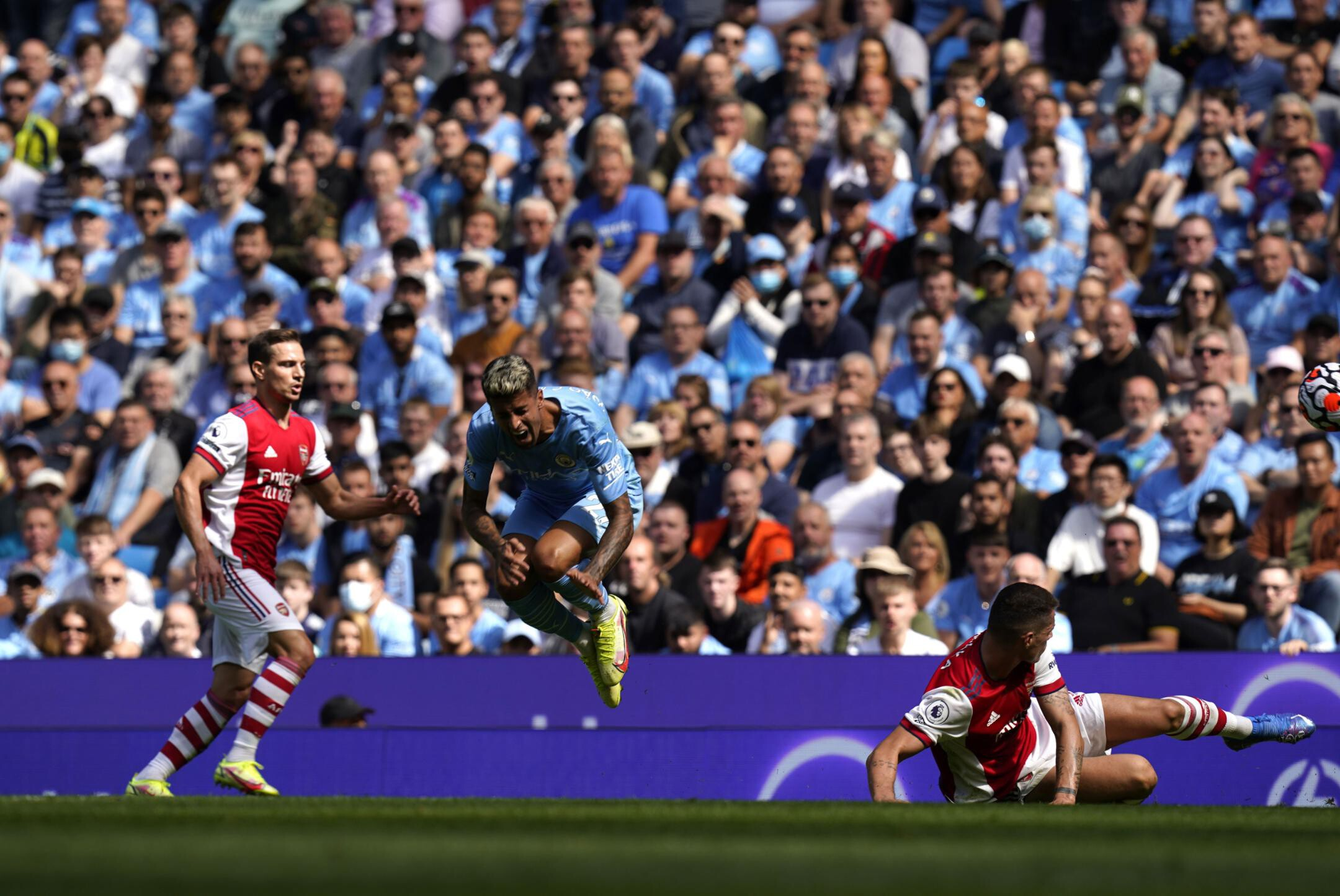 Manchester City smashes Arsenal 5-0 as Gunners drop to bottom of Premier League