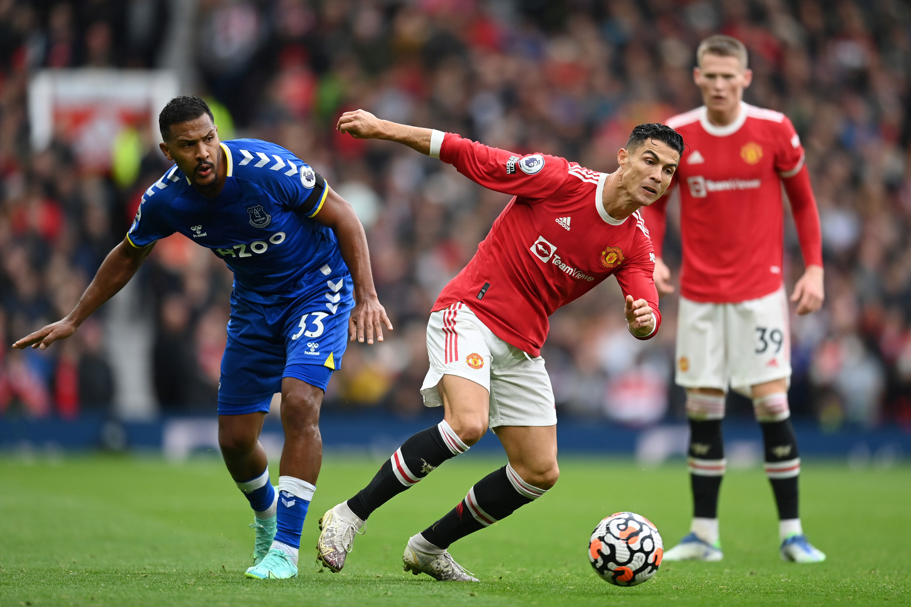 Manchester United vs. Everton: Cristiano Ronaldo is named on the substitutes' bench as Andros Townsend goal grabs draw