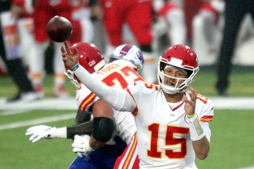 Image for Patrick Mahomes breaks NFL touchdown pass record as the Kansas City Chiefs bounce back to win