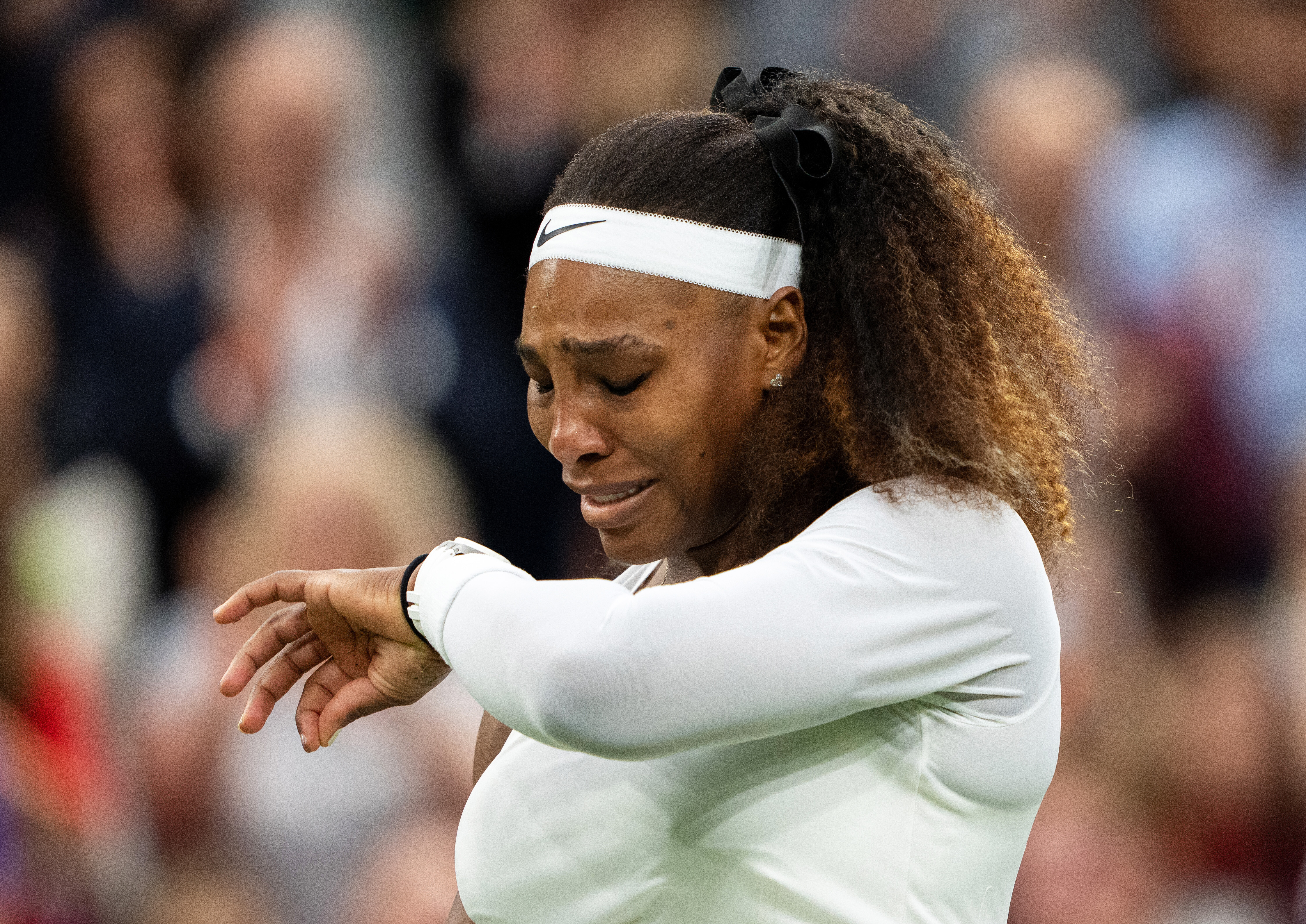 Serena Williams forced to retire from first-round Wimbledon match due to injury