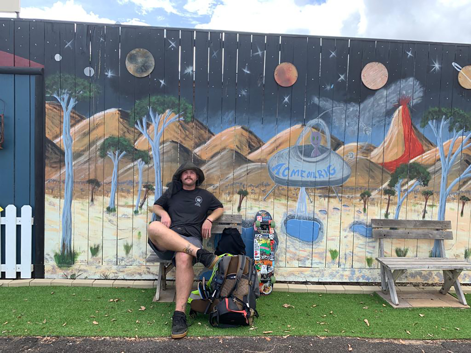Trekking 4,000km along the Australian coast — on a skateboard