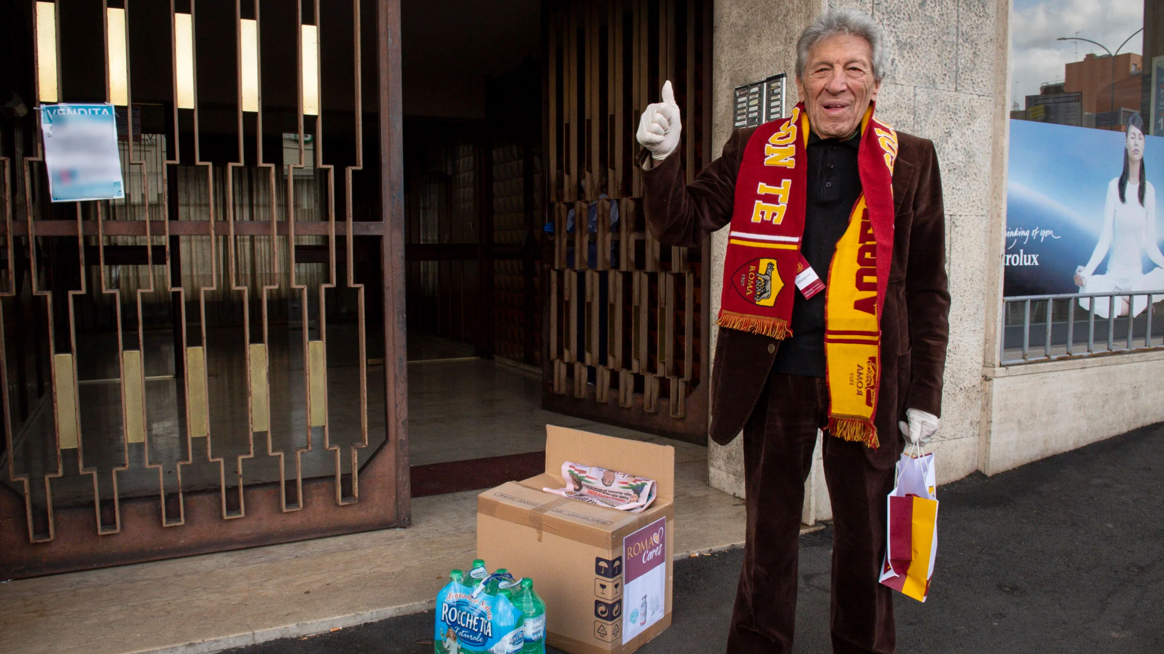 Italian soccer team delivers care packages to its elderly fans during coronavirus lockdown