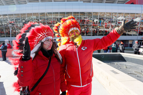 Image for Kansas City Chiefs to ban fans from wearing headdresses and Native American-themed face paint
