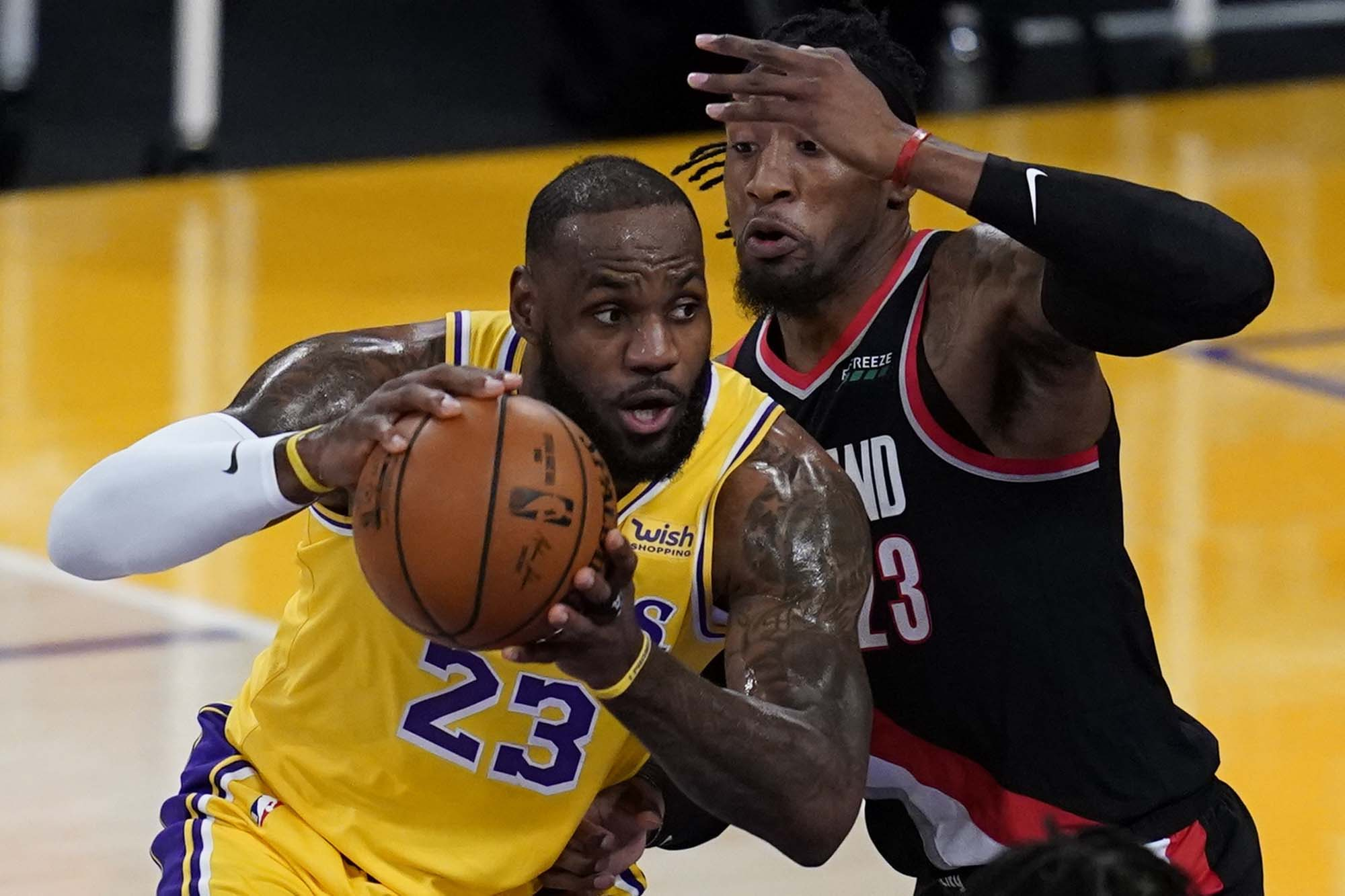 LeBron James and the LA Lakers yet to click in early days of NBA season