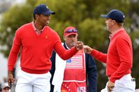 Tiger Woods wins match but US team struggles in Presidents Cup