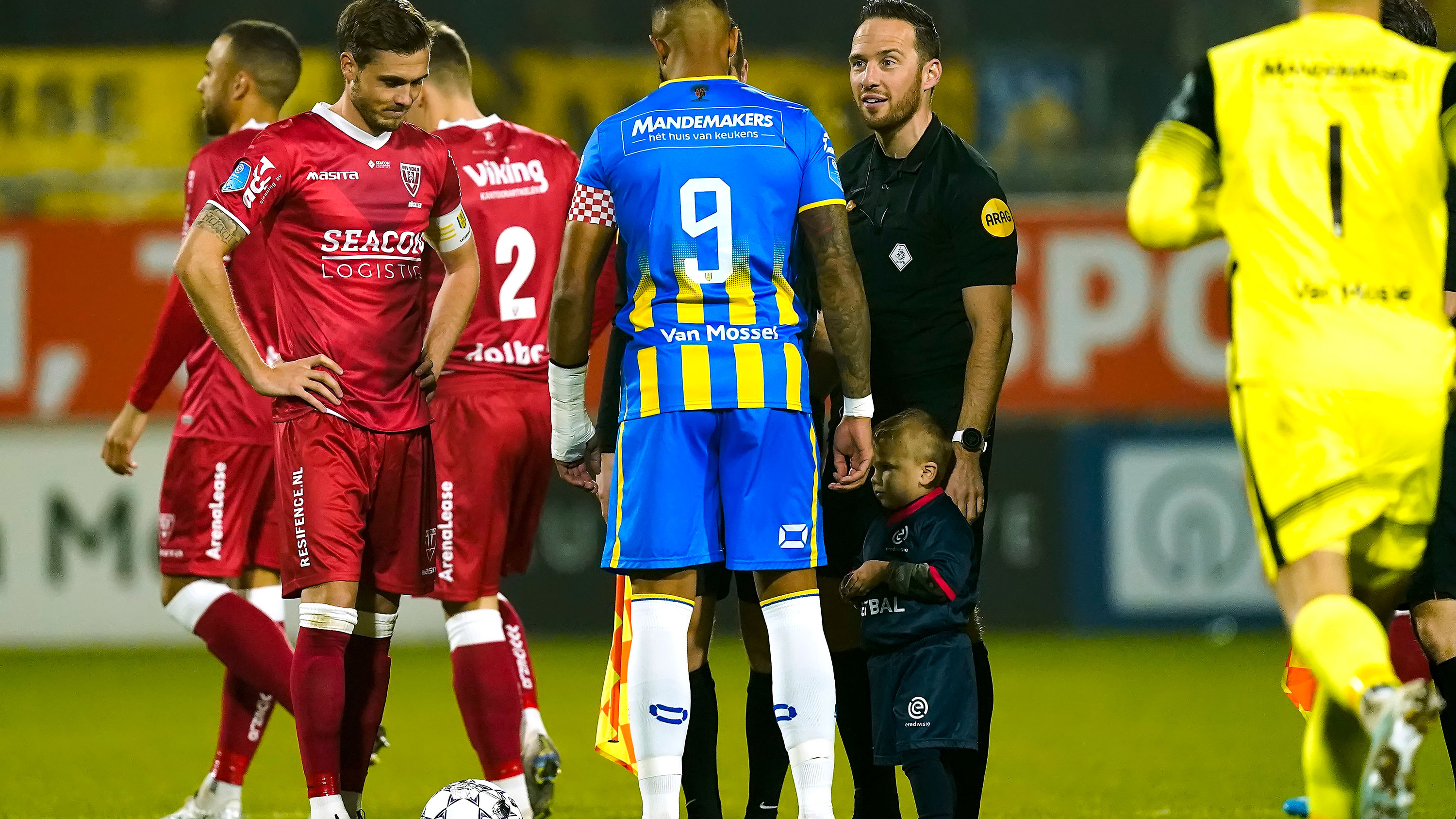 Dutch soccer clash kicks off with adorably novel coin toss