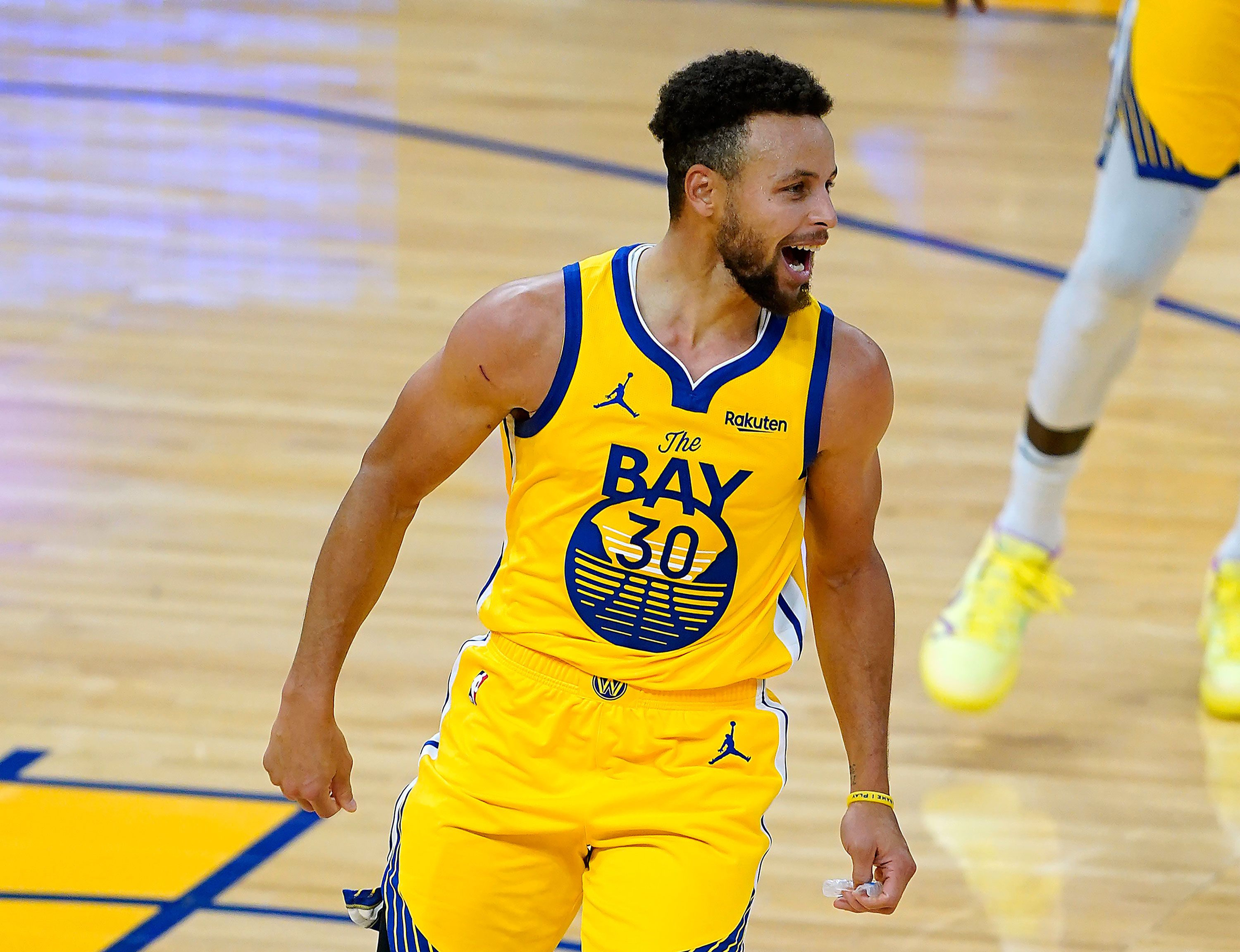 Steph Curry scores career-high 62 points in Golden State Warriors victory