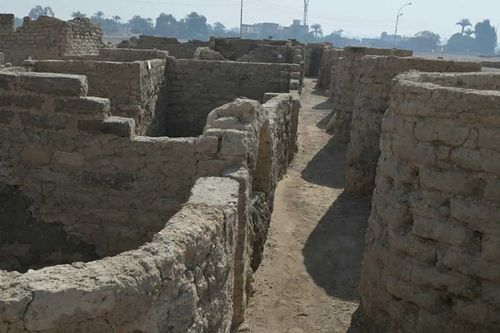 Image for Archaeologists discover 3,000-year-old Egyptian city, left 'as if it were yesterday'