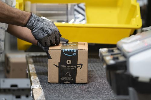 Image for Amazon is hiring 33,000 new employees with an average compensation package worth $150,000