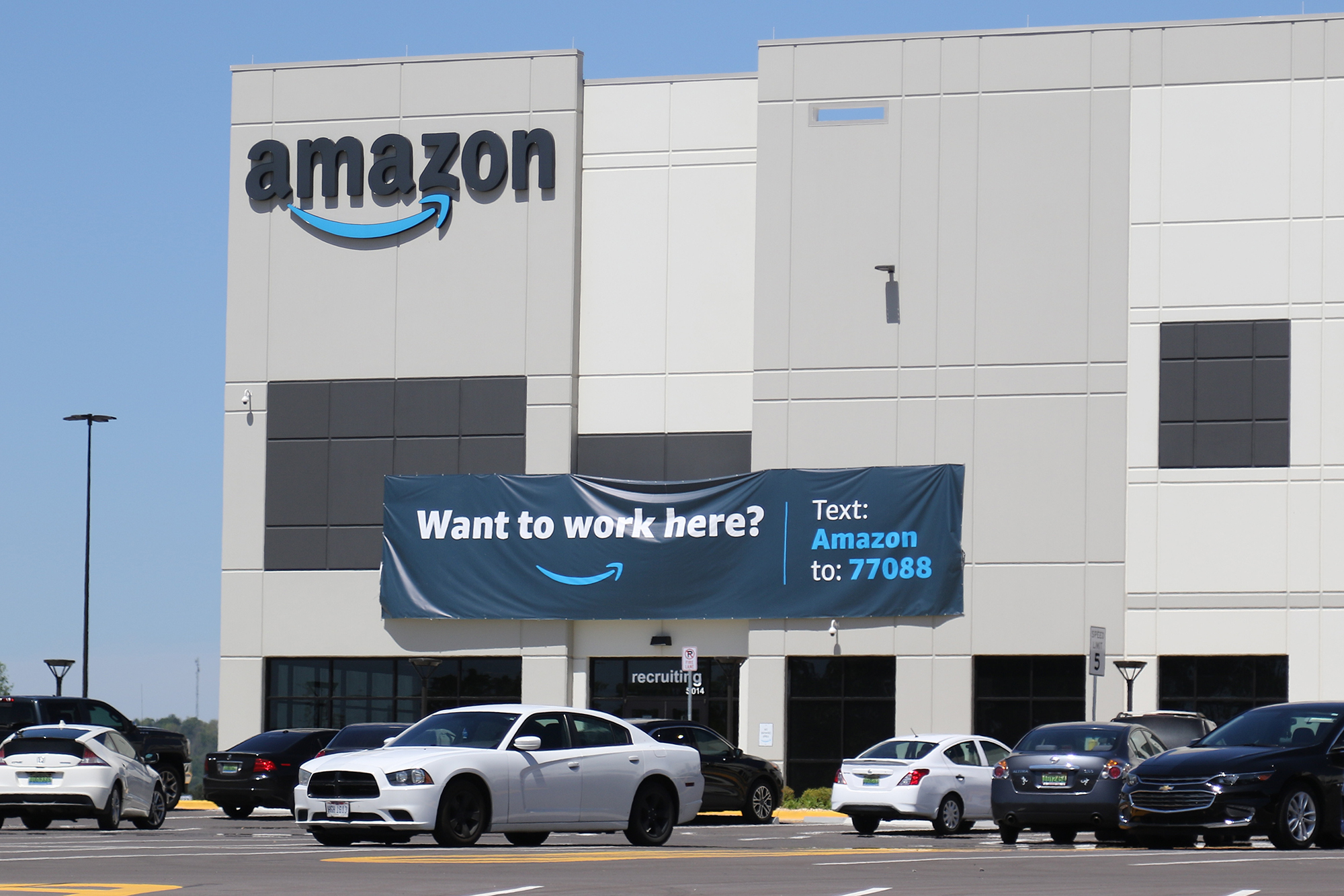 Thousands of Amazon warehouse workers to vote on whether to form company's first US union