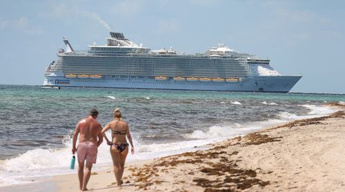 Image for CDC lowers warning level for cruise travel