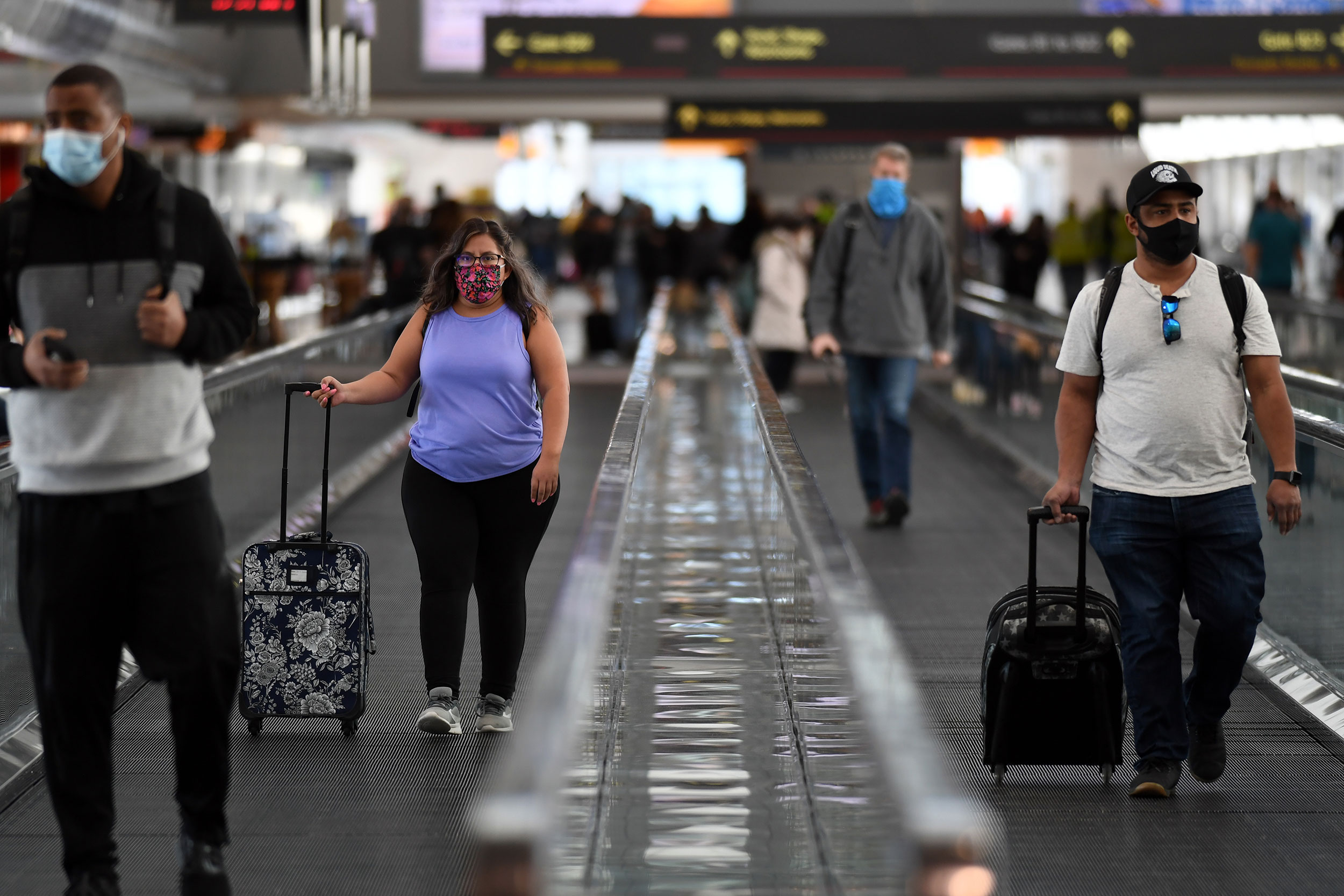More than 1 million people passed through US airports Friday, despite Covid warnings