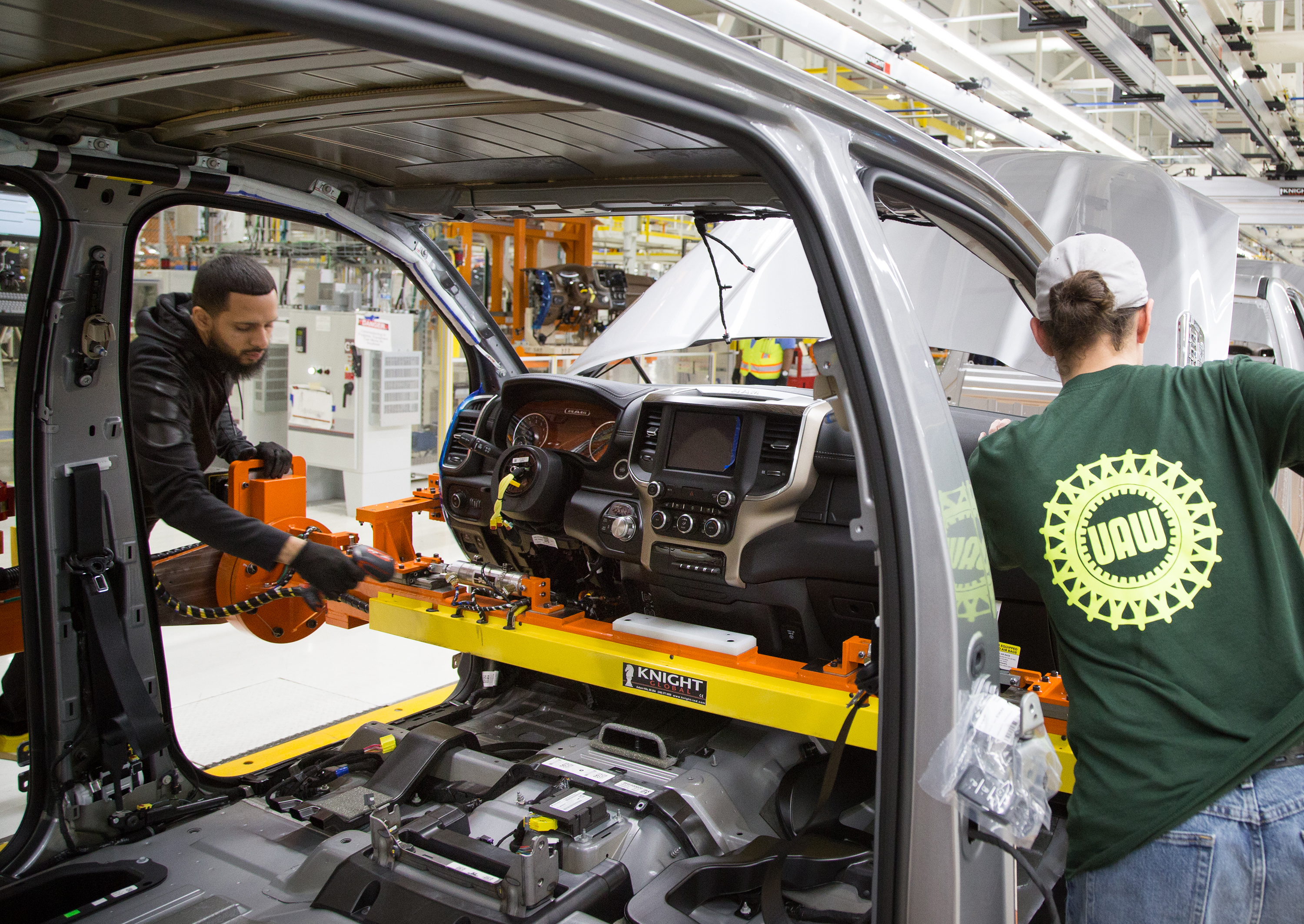 Auto workers OK labor deal at Fiat Chrysler