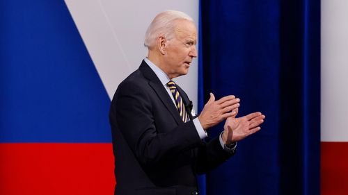 Image for Biden says teachers should move up in priority to receive Covid-19 vaccine