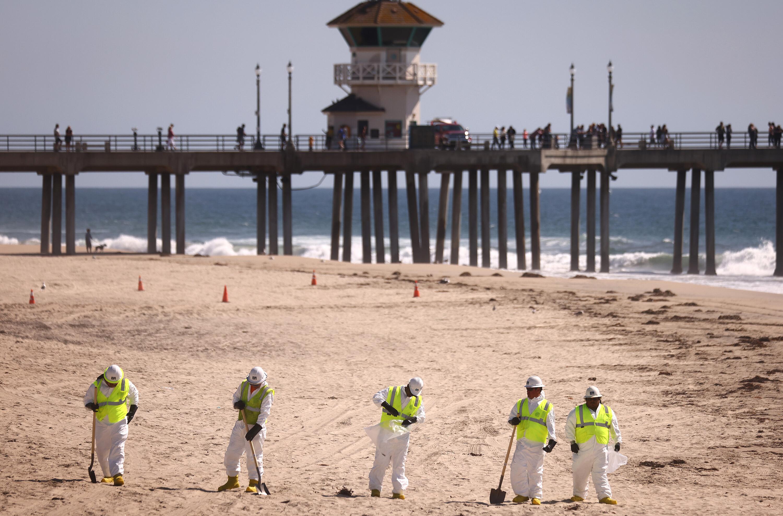 Huntington Beach reopens shore after oil spill shut it down last week