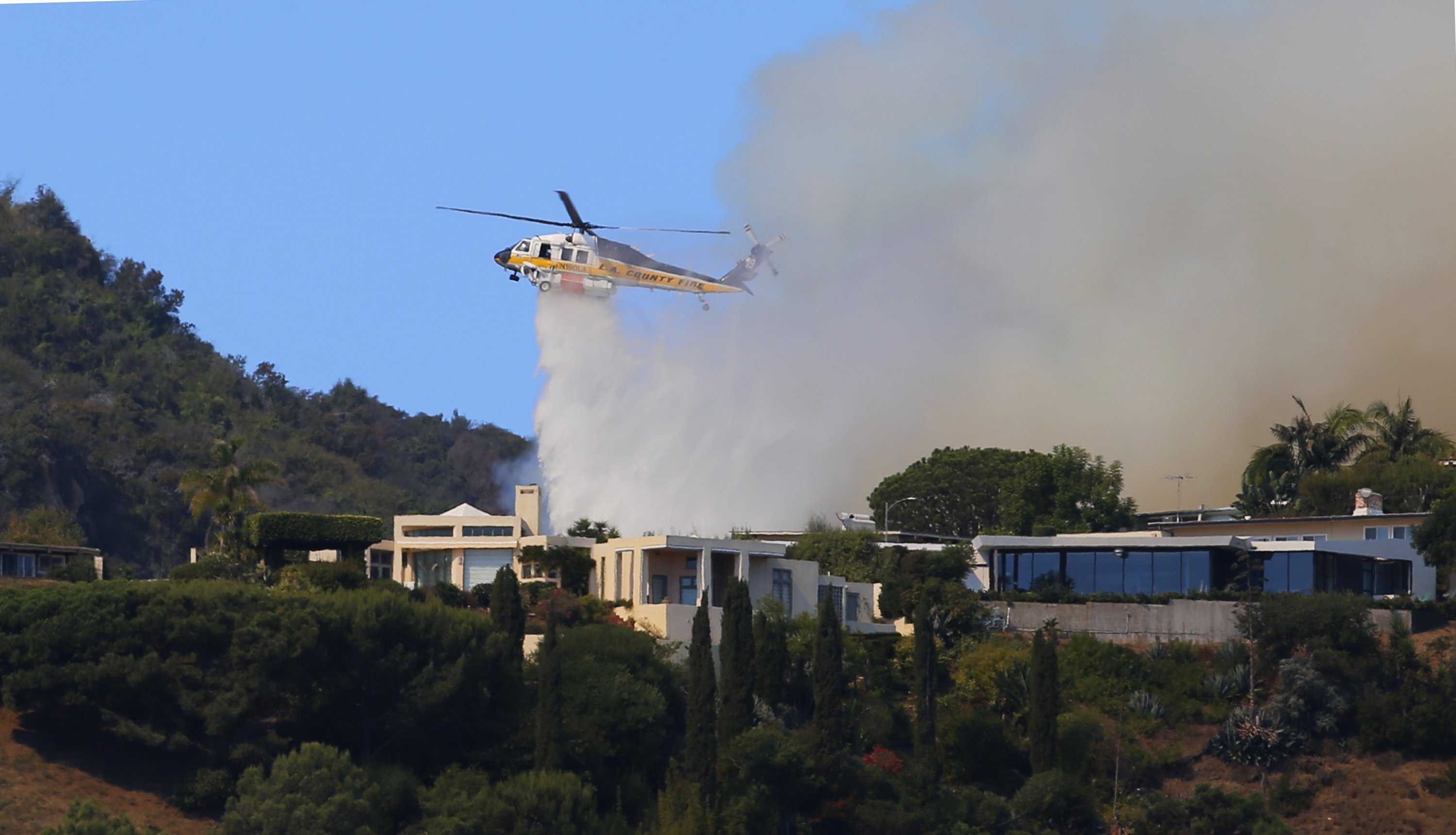 Evacuation orders lifted after Palisades Fire leaves 2 injured and burns at least 40 acres in Los Angeles