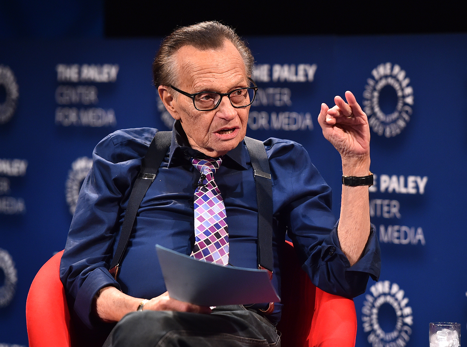 Celebrities and newsmakers are paying tribute to broadcasting legend Larry King
