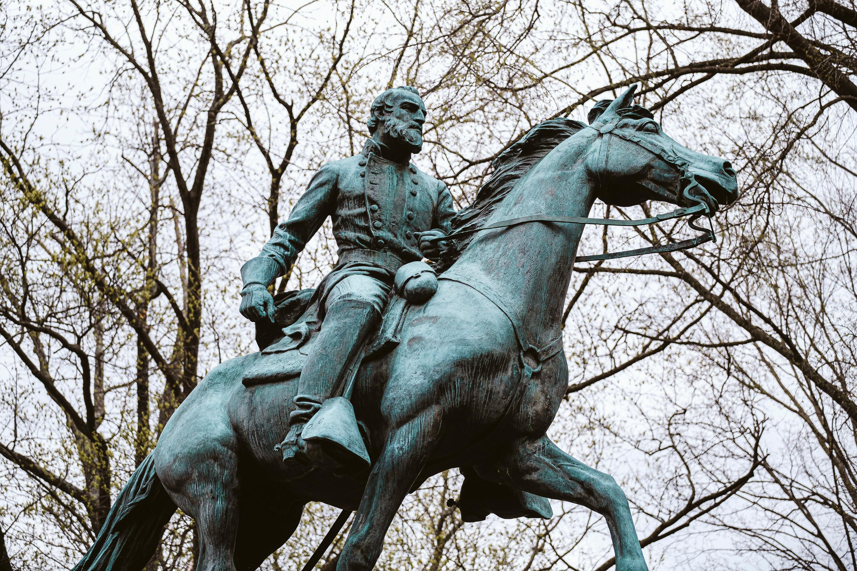 Charlottesville prepares to take down Confederate statues on Saturday