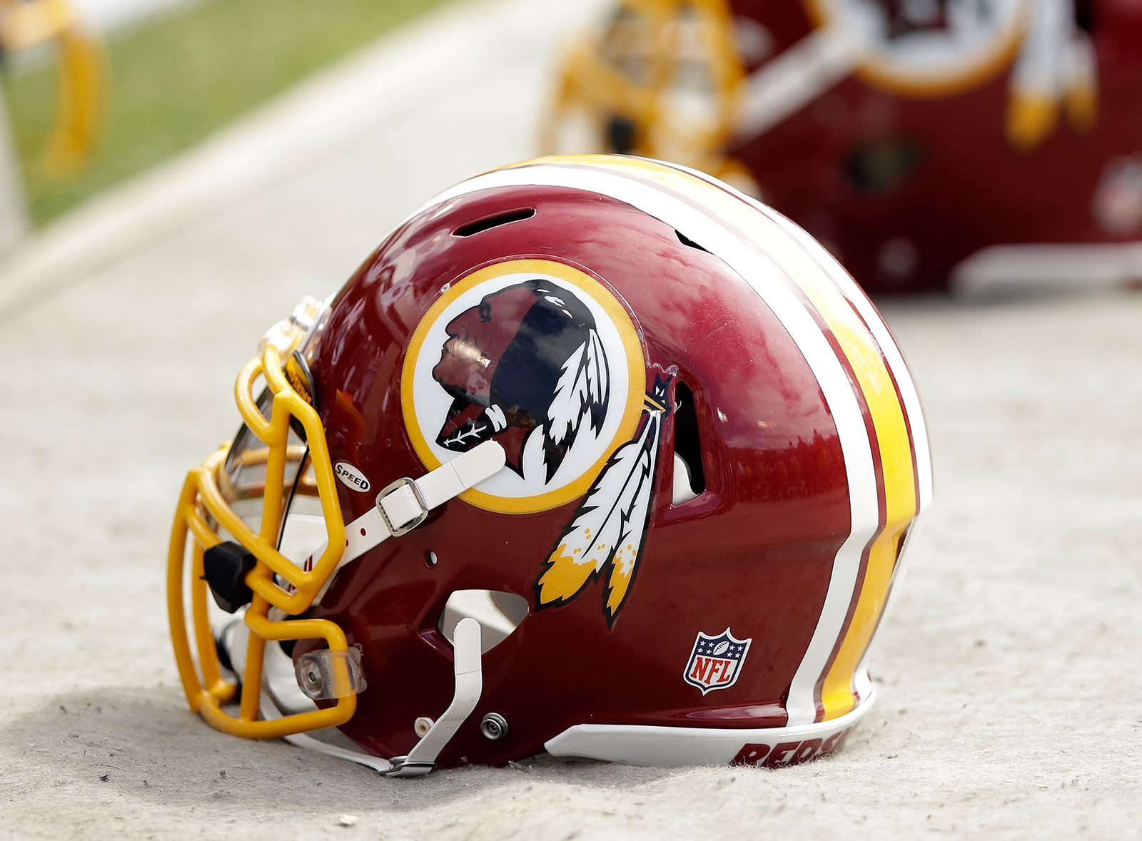 Minority owners of the Washington Redskins are attempting to sell, reports say