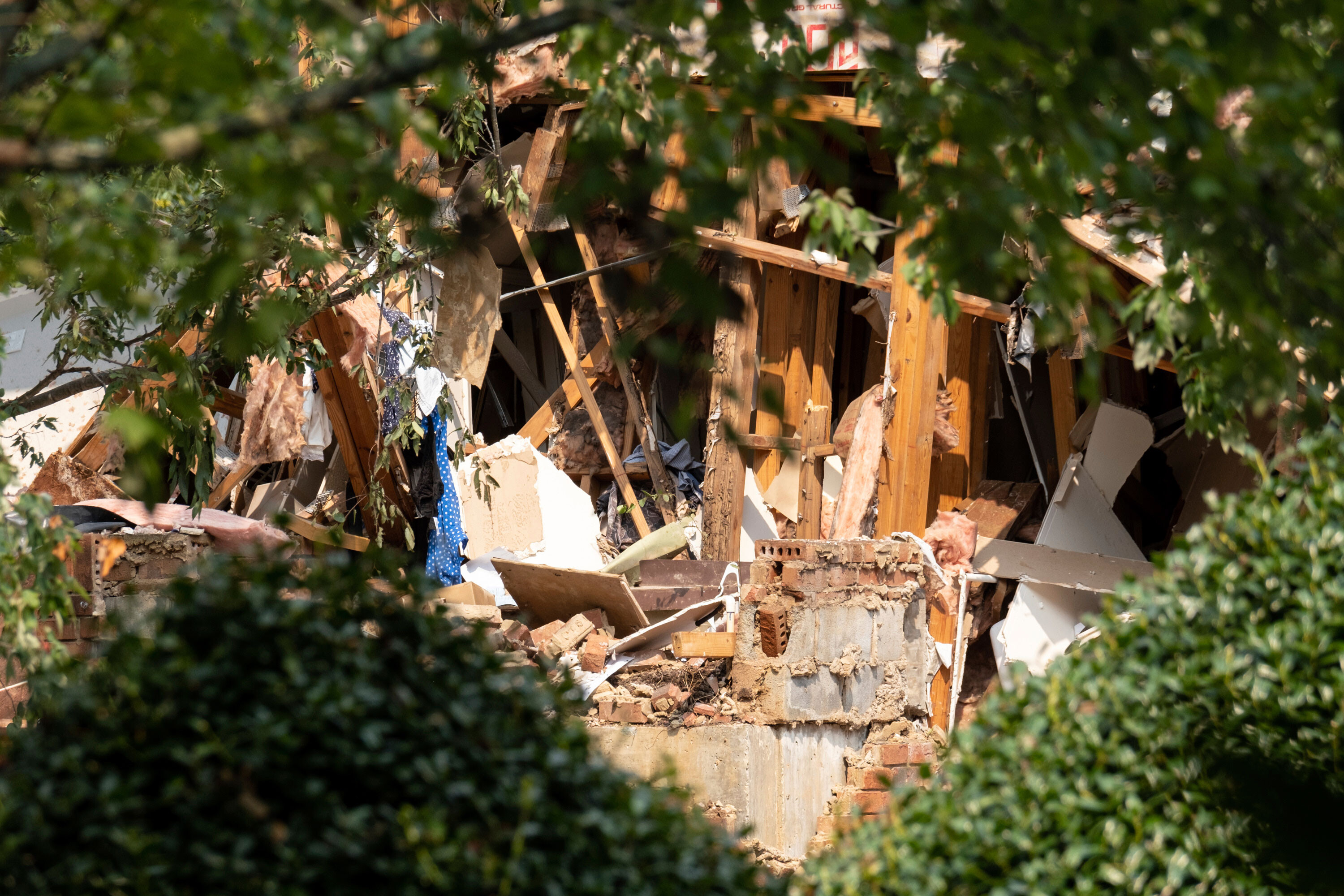 4 injured after explosion at Atlanta-area apartment complex