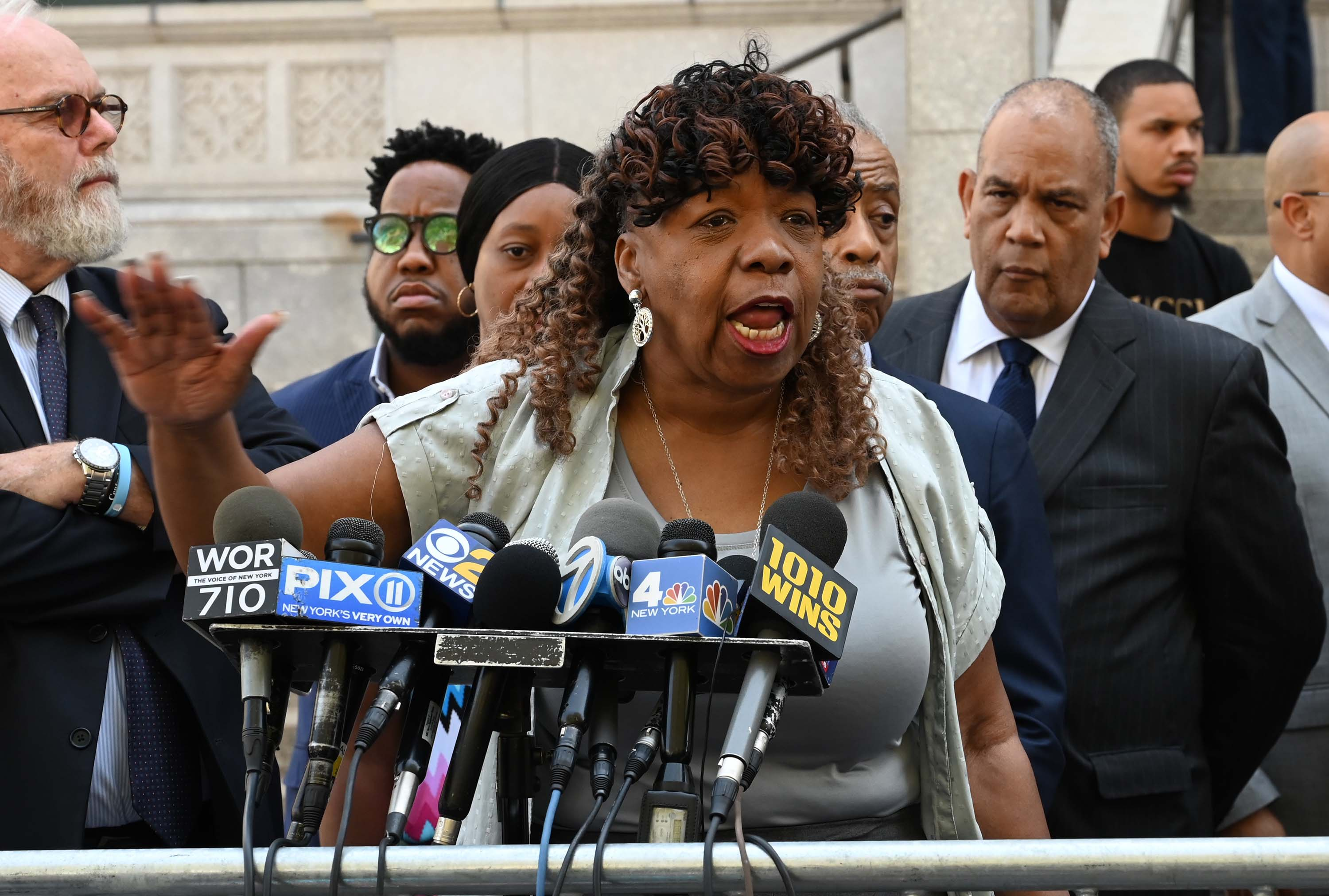 New York judge orders judicial review of Eric Garner case